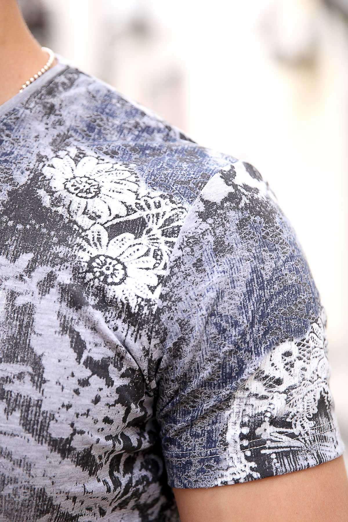 Boyama Çiçek Baskılı Sıfır Yaka Slim Fit Tişört Gri-Füme