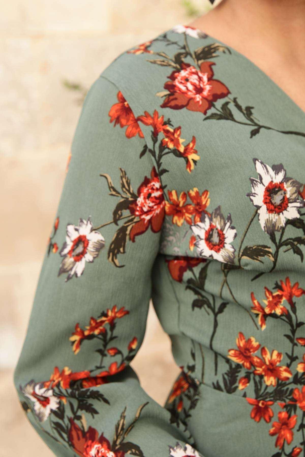Çiçek Desenli Önü Bağcık Detaylı Elbise Yeşil