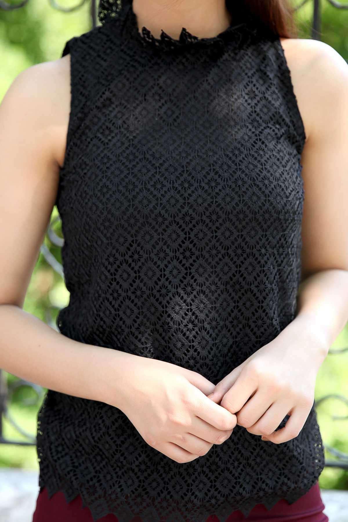 Dantel İşleme Desenli İçi Astarlı Kolsuz Bluz Siyah