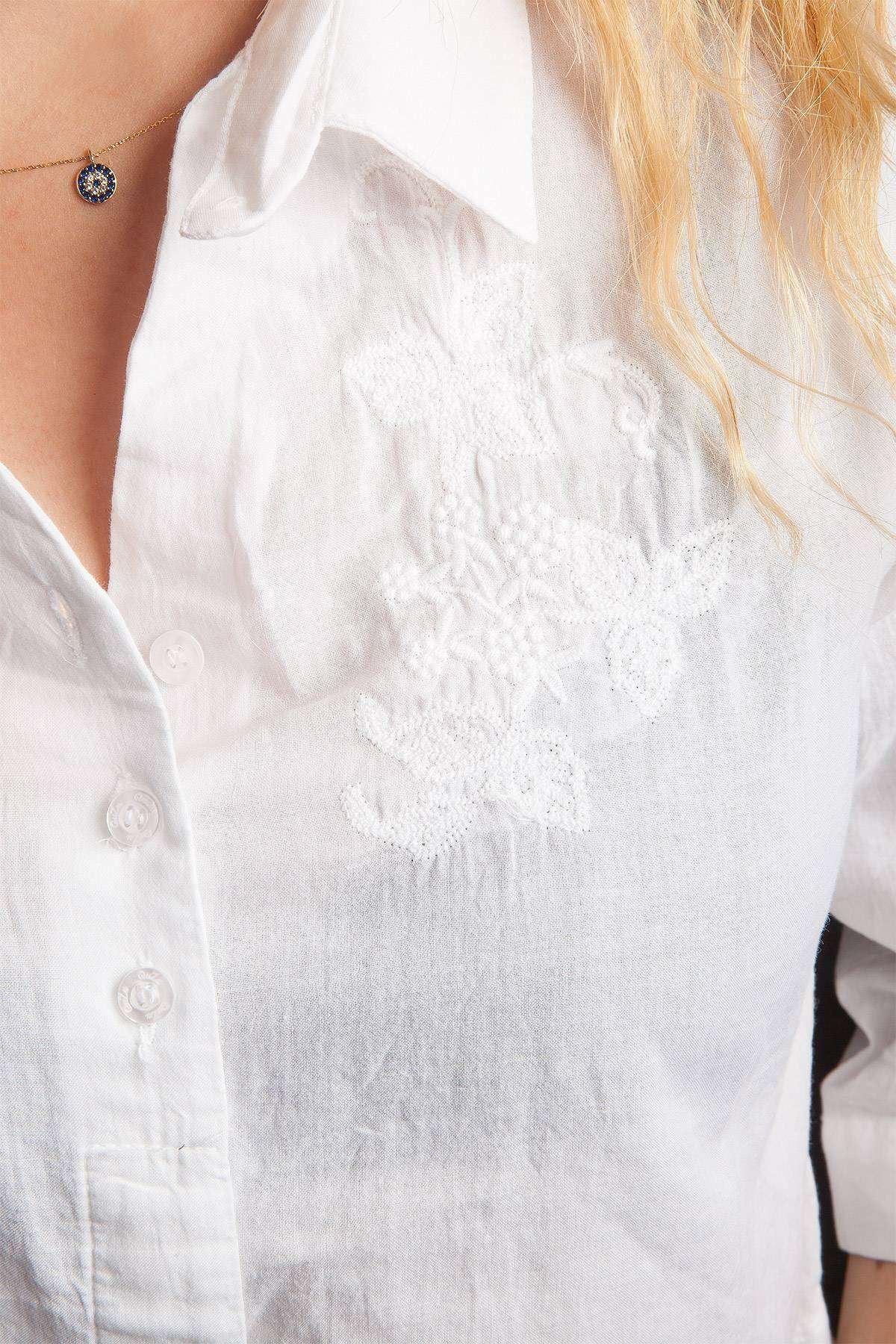 Göğüs İşlemeli Arkası Uzun Gömlek Beyaz