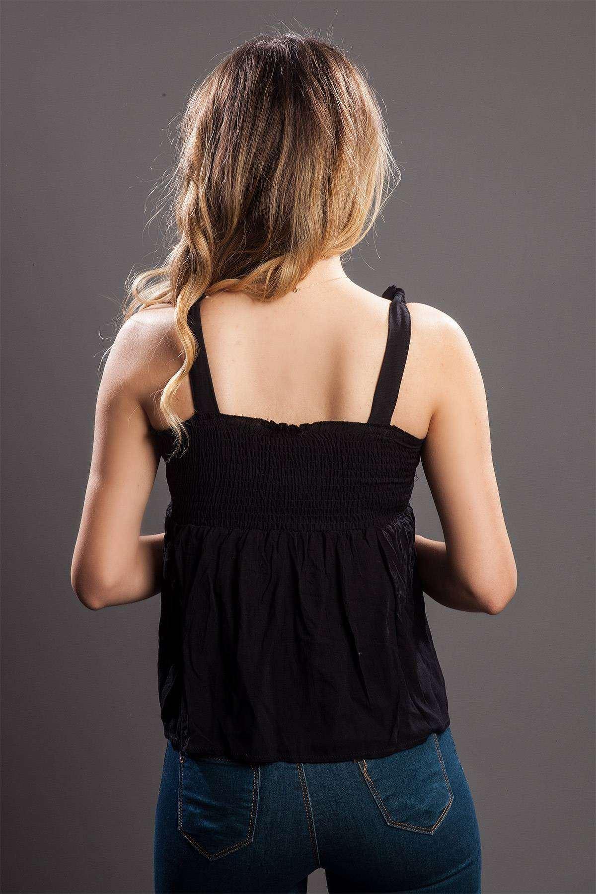 Göğüs Çiçek Detaylı Askılı Bluz Siyah