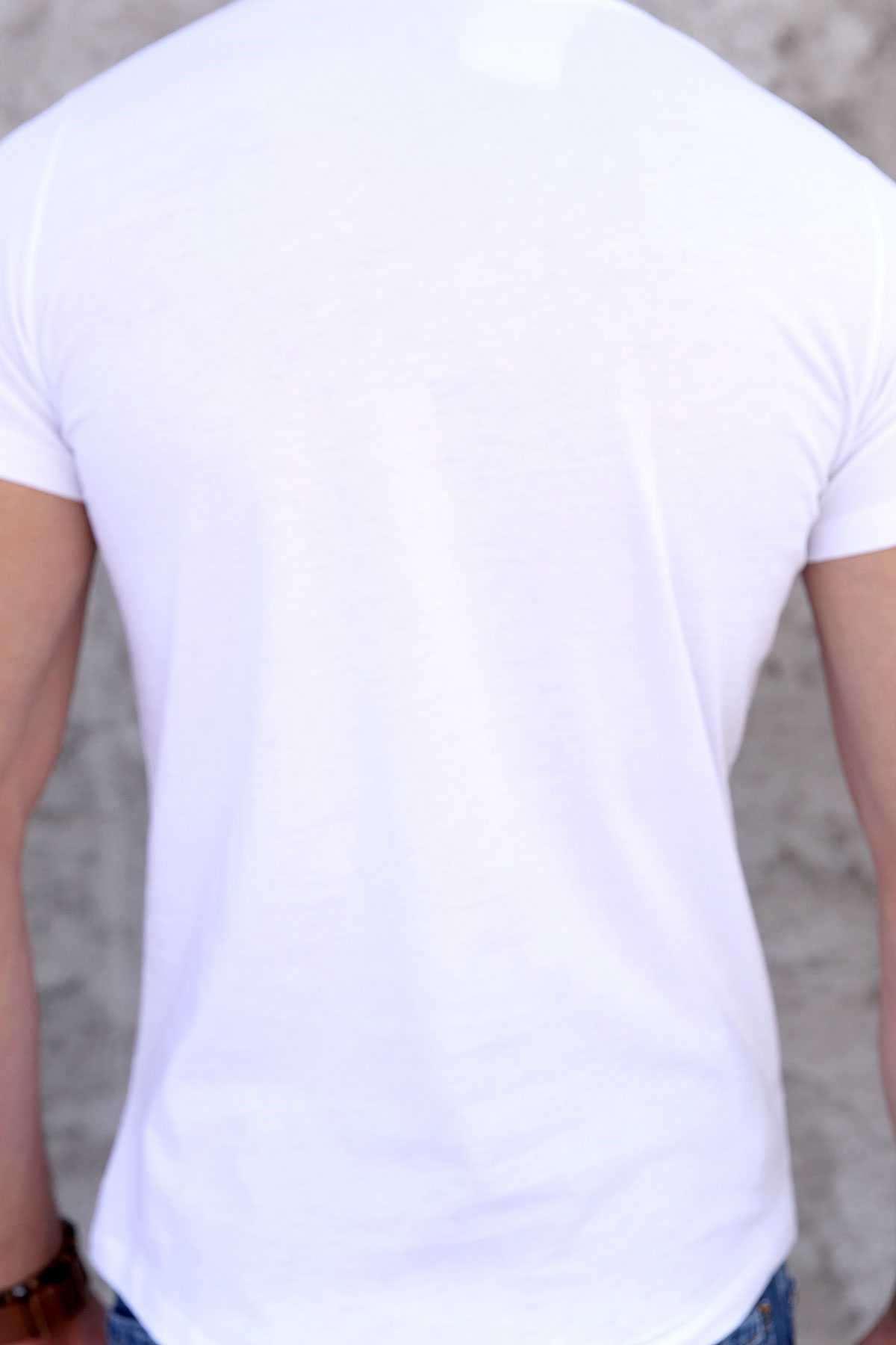 Göğüs Deri Üçgen Baskılı Pis Yaka Slim Fit Tişört Beyaz