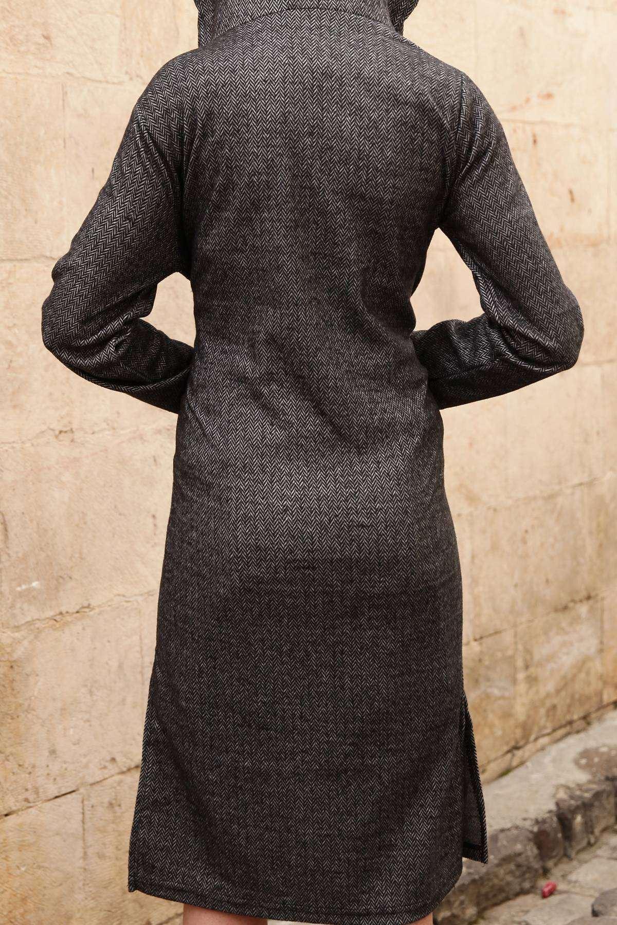 Kapşonlu Zikzak Desenli Cep Detaylı Uzun Hırka Siyah