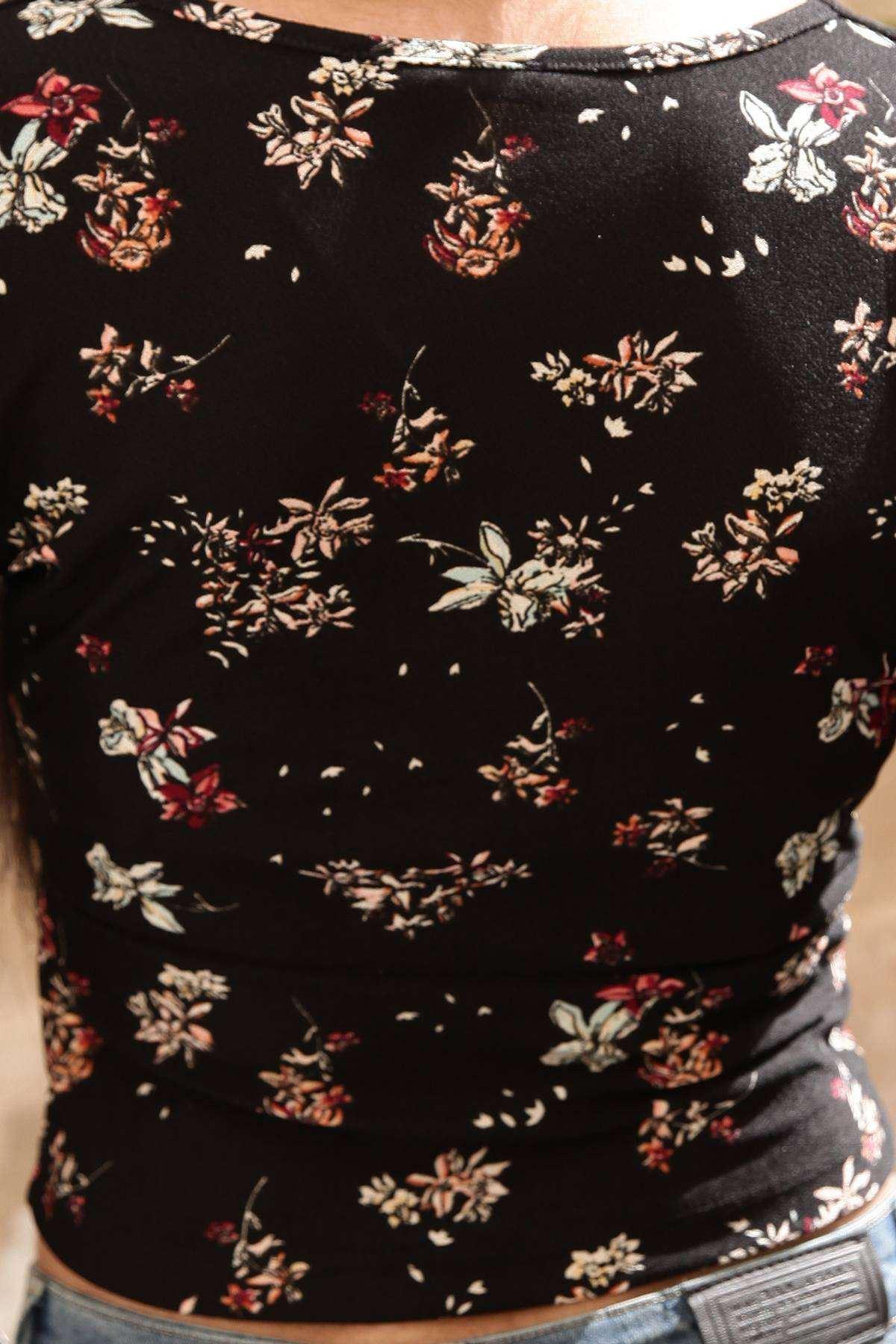 Karanfil Desenli Önü Çarpraz Detaylı Kollu Mini Bluz Siyah