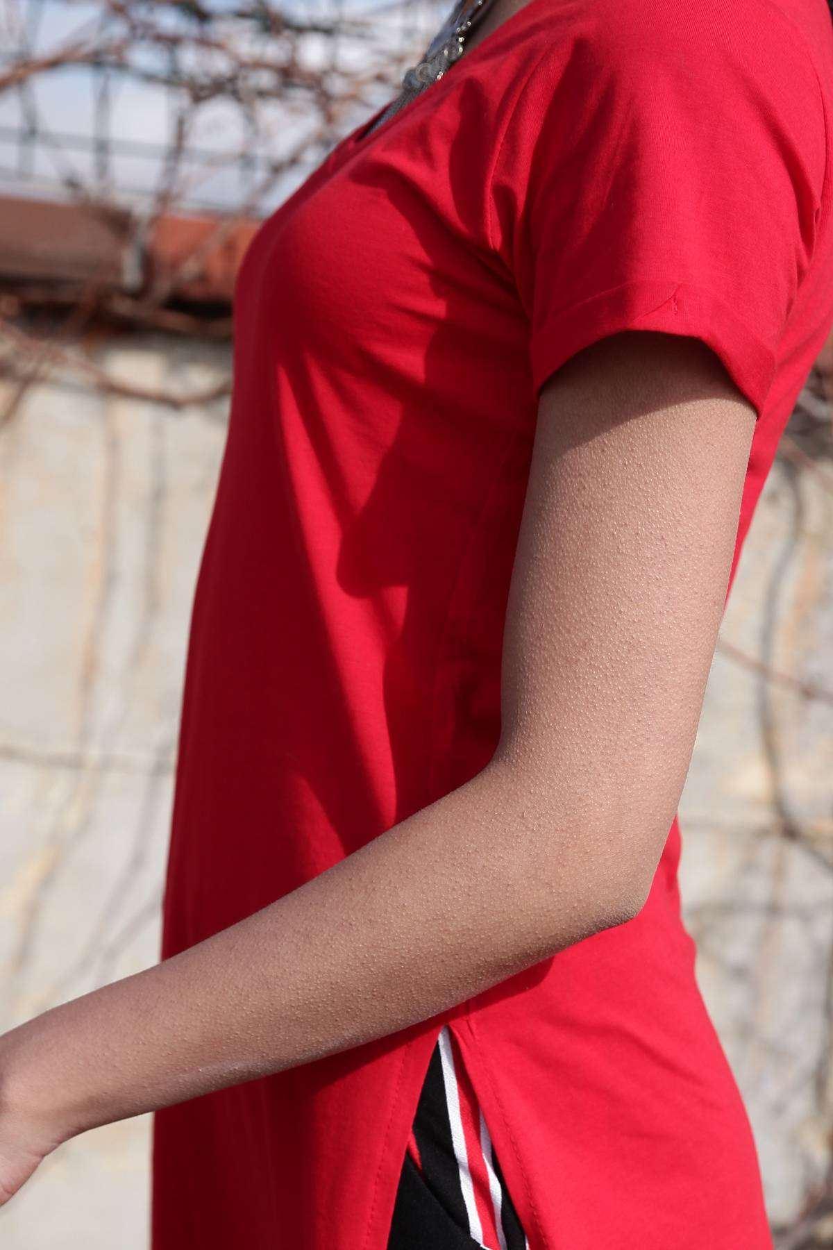Kısa Kol V Yaka Yanları Yırtmaç Detaylı Tunik Kırmızı