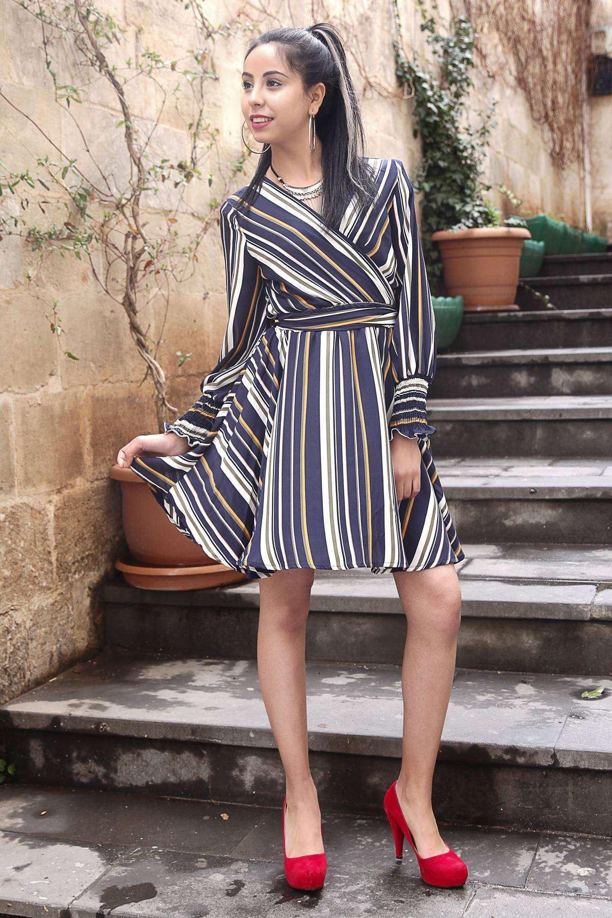 Kol Ucu Büzmeli Önü Çarpraz Çubuk Desenli İçi Astarlı Elbise Lacivert
