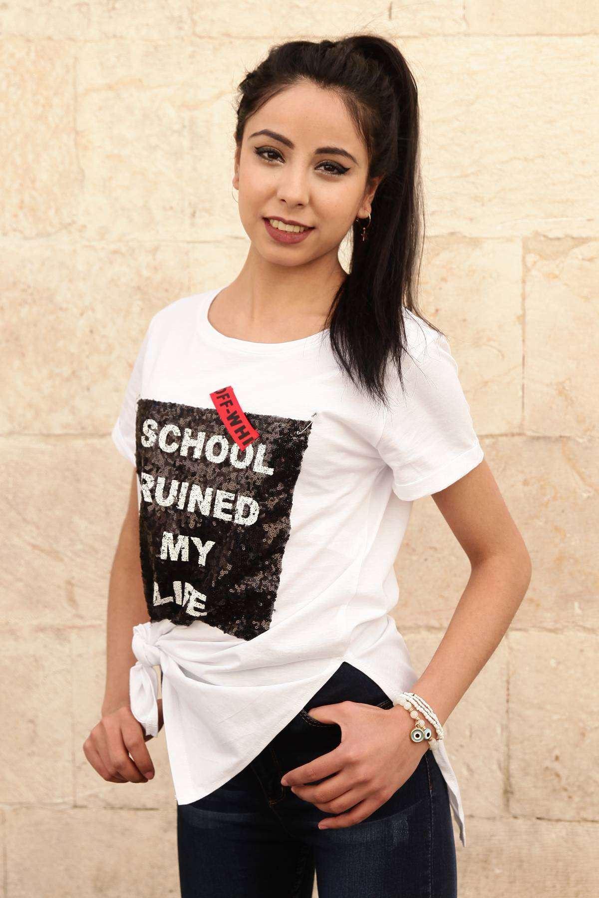 Kol Ucu Püskül Detaylı Onü Pullu School Yazılı Tişört Beyaz