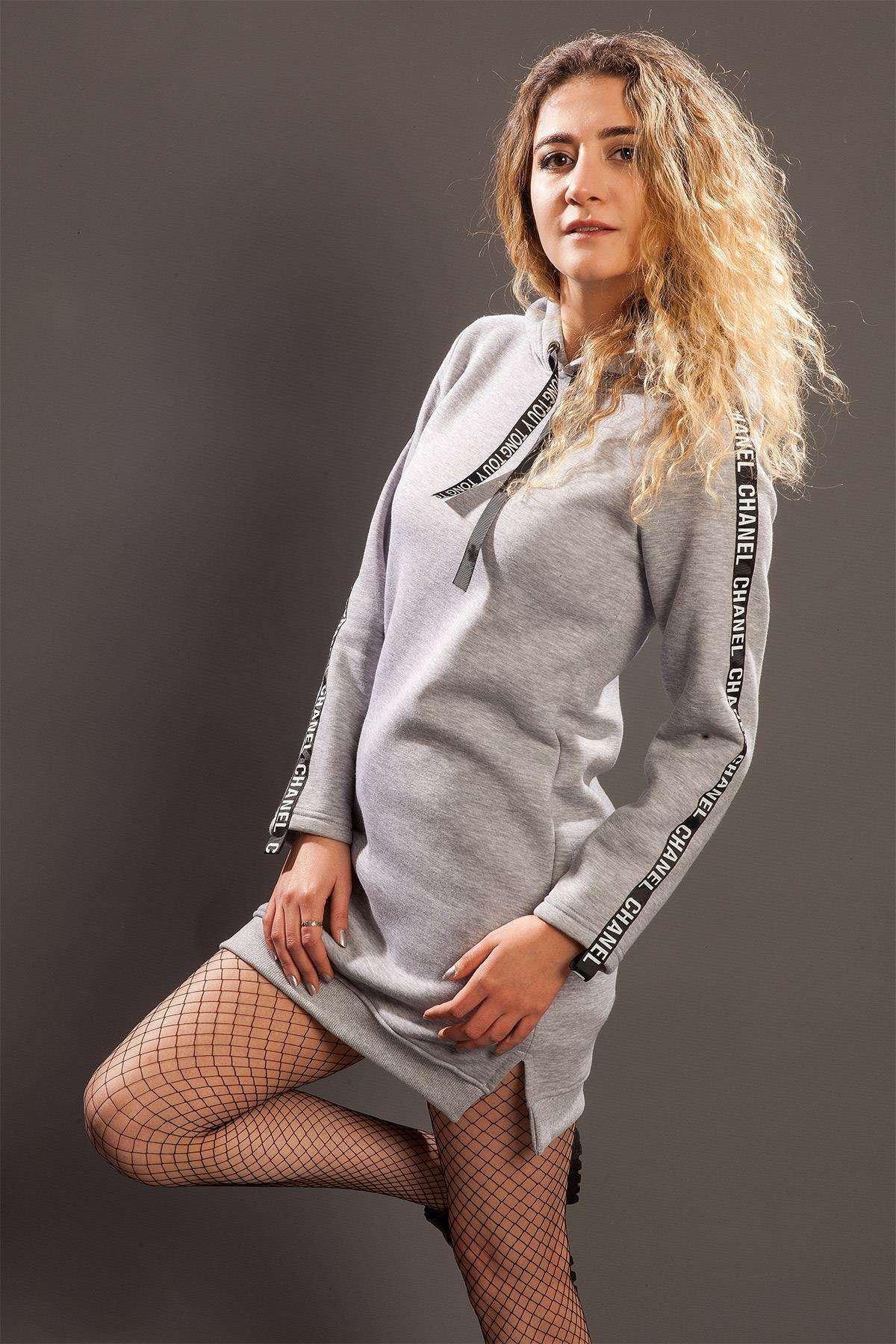 Kolları Yazı Baskı Detaylı Kapşonlu Sweatshirt Gri