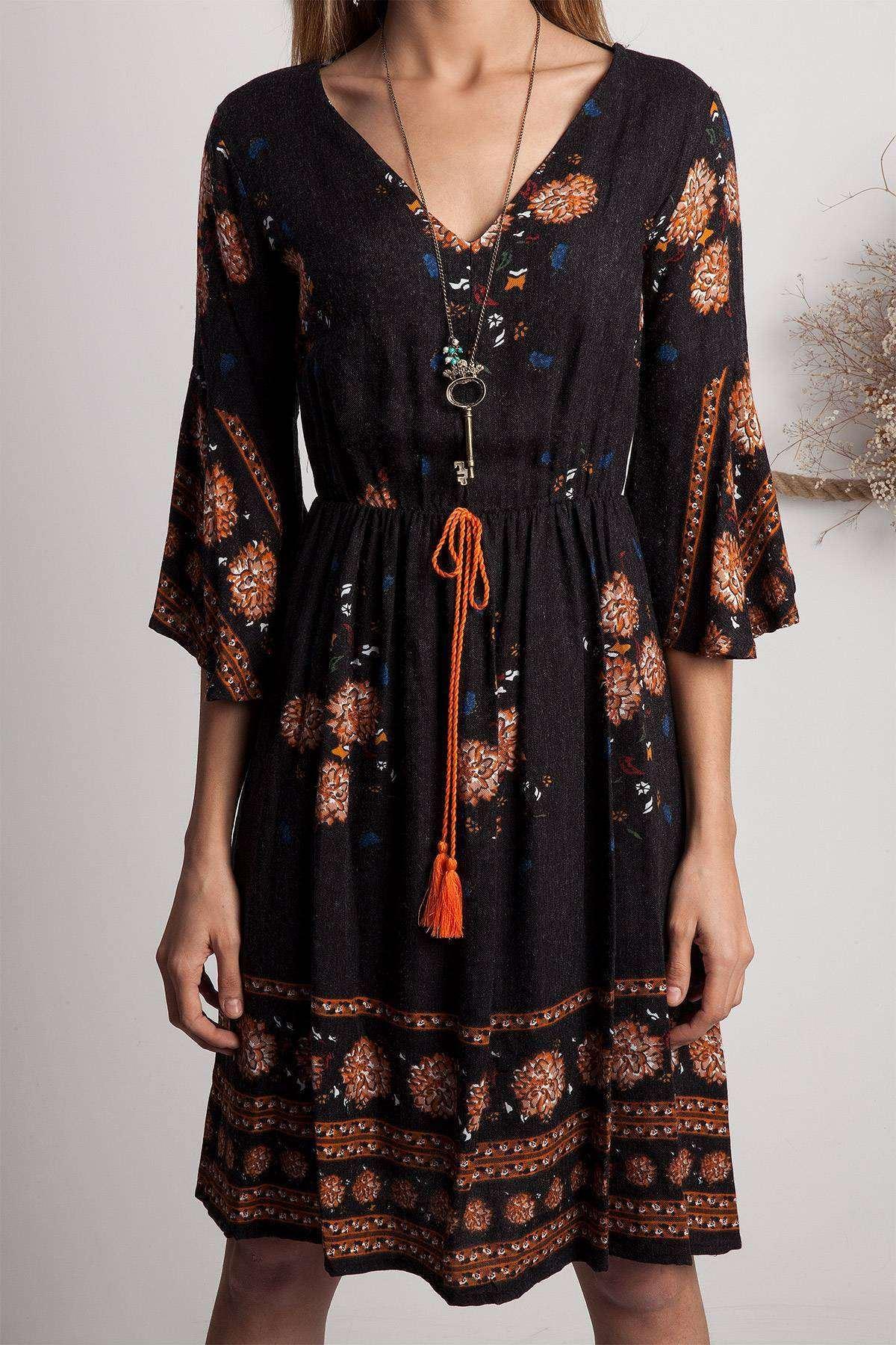 Kolları Volanlı Çiçek Desen Detaylı Elbise Siyah