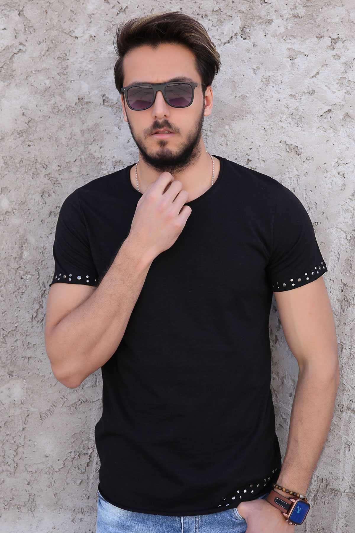 Kol Uçları Ve Etek Kenarı Metal Puntolu Pis Yaka Tişört Siyah