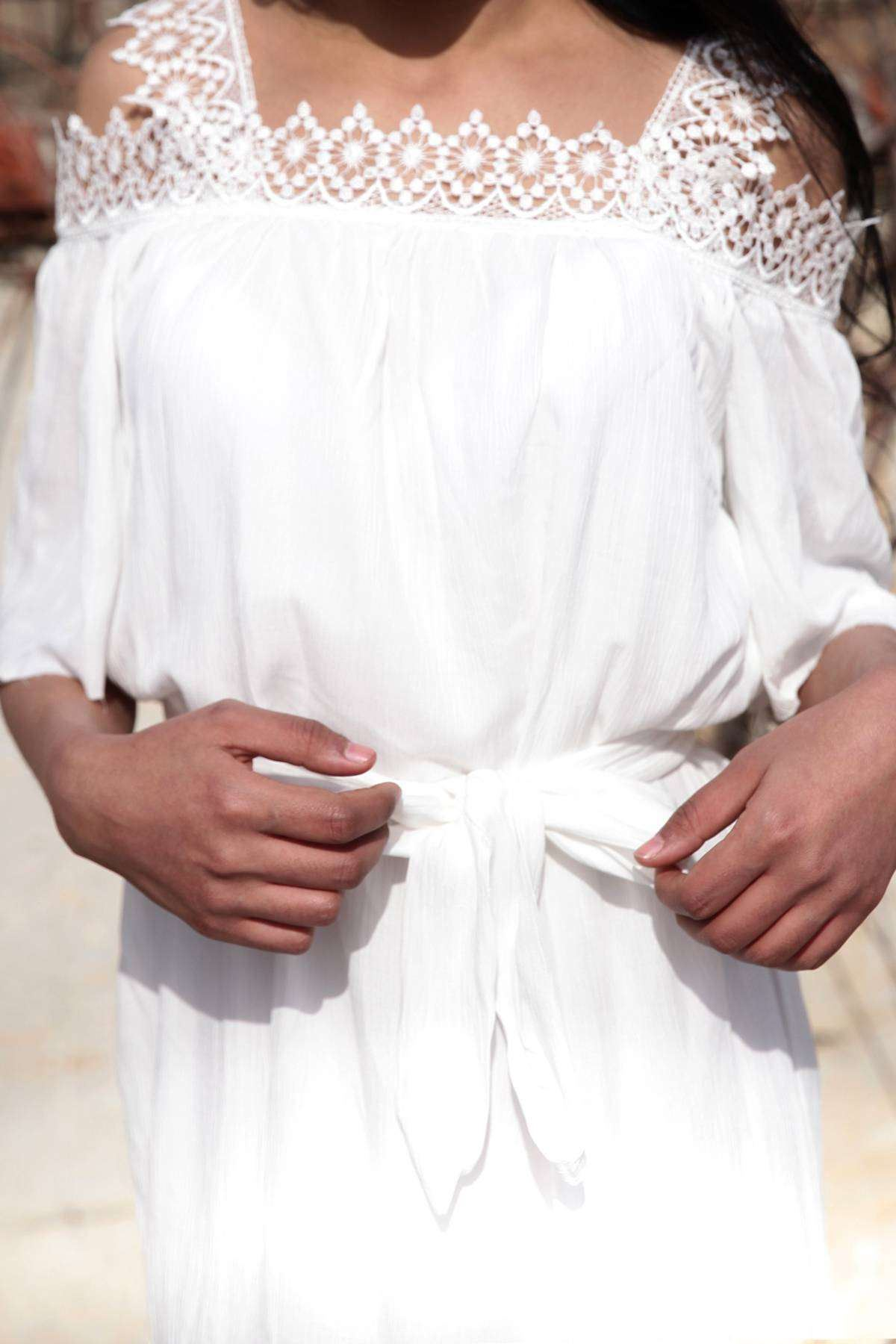 Omuz Yaka Dantel İşleme Detaylı Askılı Kısa Kol Elbise Beyaz