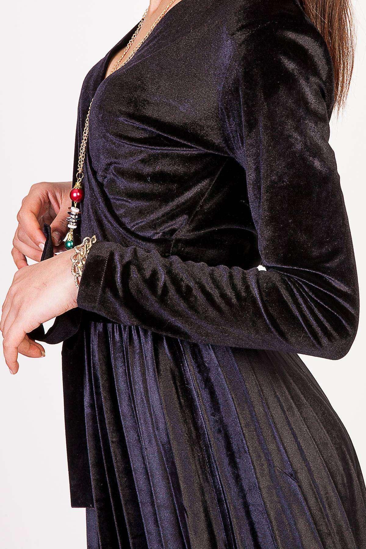 Önü Çarpraz Alt Pile Detaylı Bel Bağcıklı Kadife Elbise Siyah