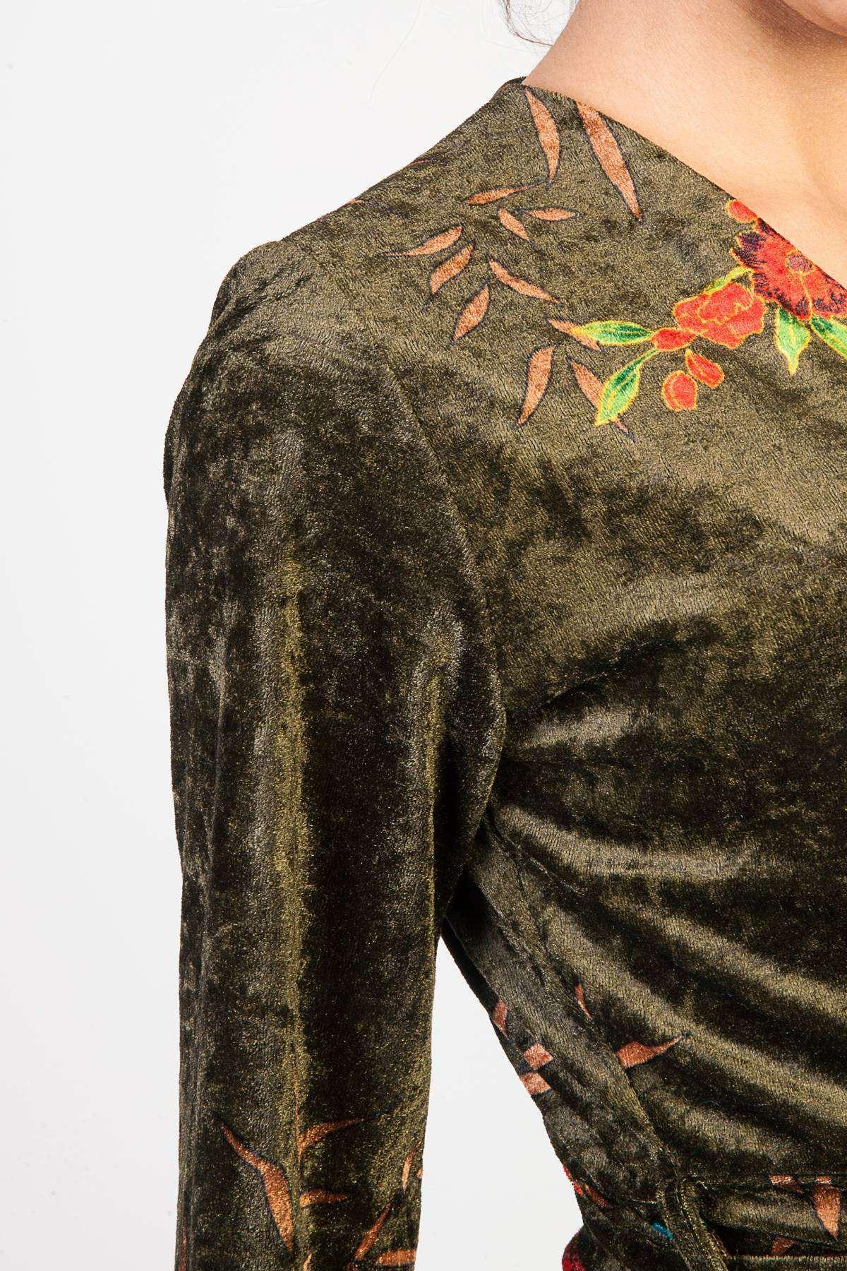 Önü Çarpraz Çiçek Desen Detaylı Kadife Elbise Haki