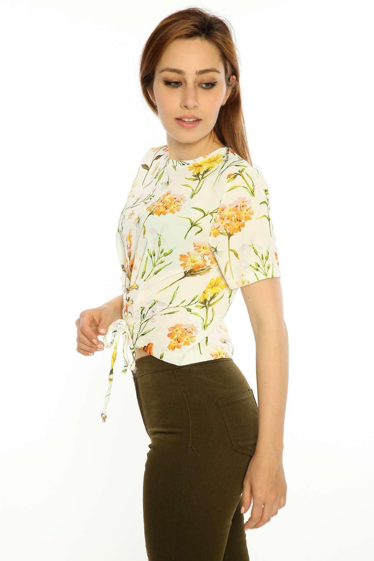Önü Bağcıklı Çiçek Desen Kısa Kol Bluz Krem
