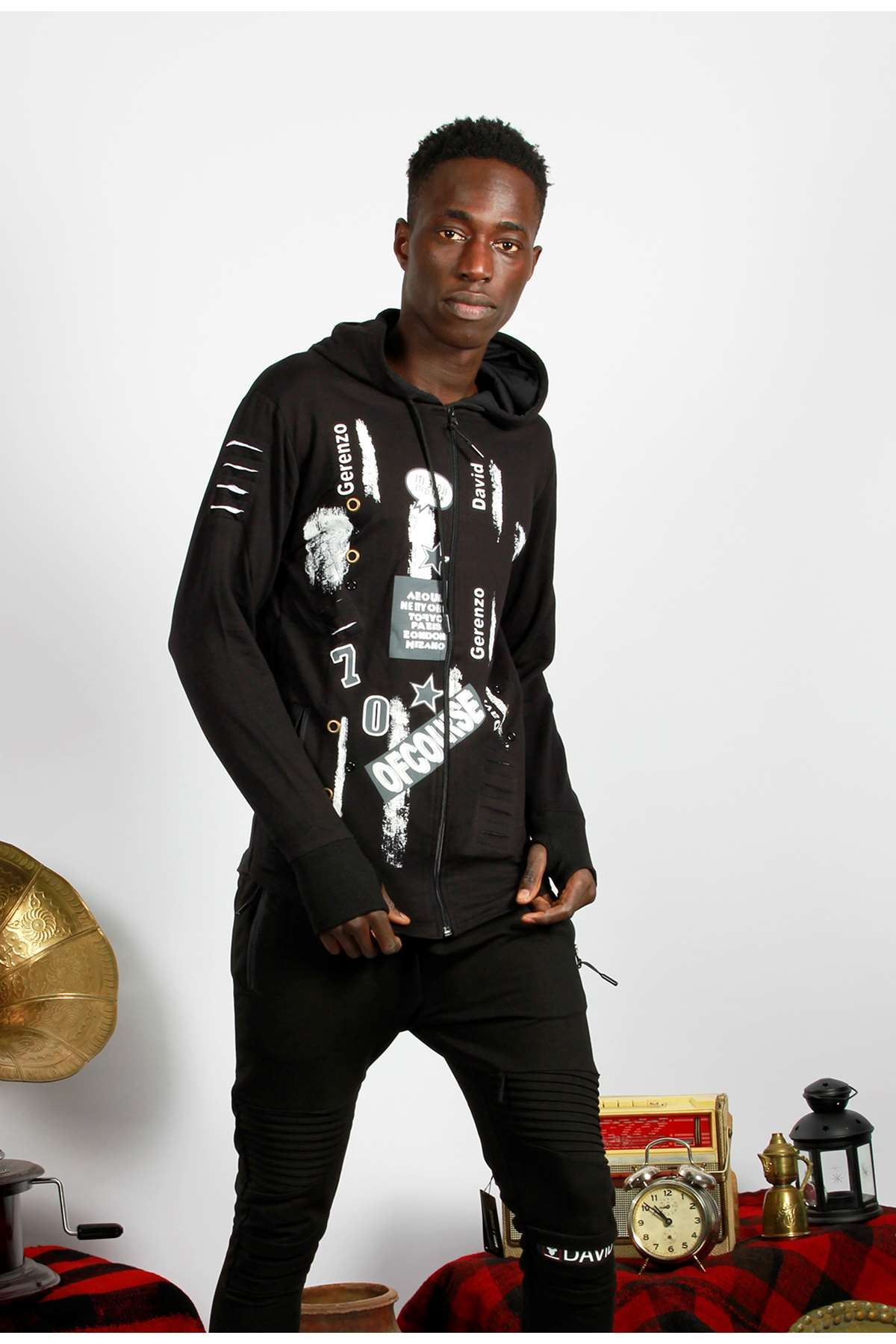 Önü Baskılı Omuzları Lazer Kesikli Sweatshirt Siyah
