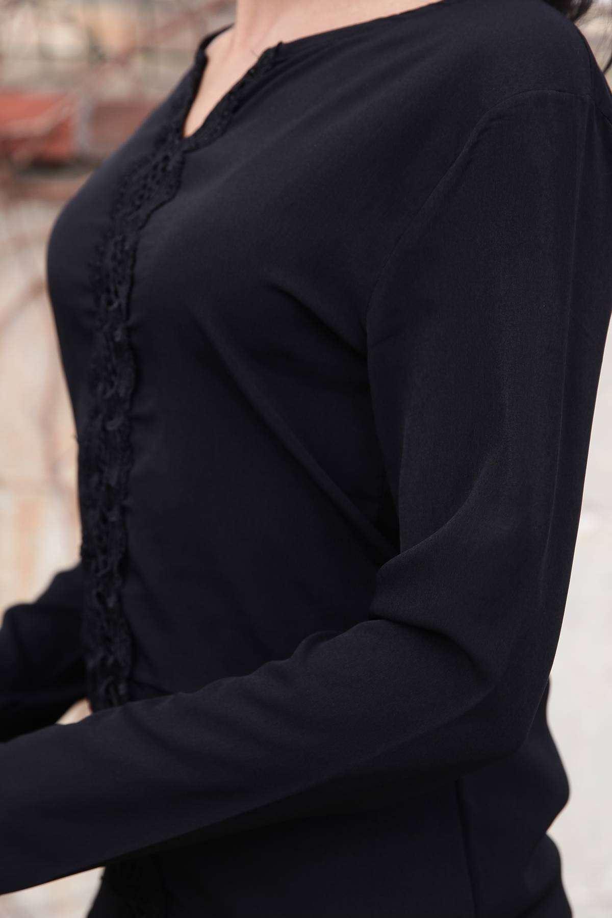 Önü Dantel Desen Detaylı Yaka Dekolteli Bluz Siyah