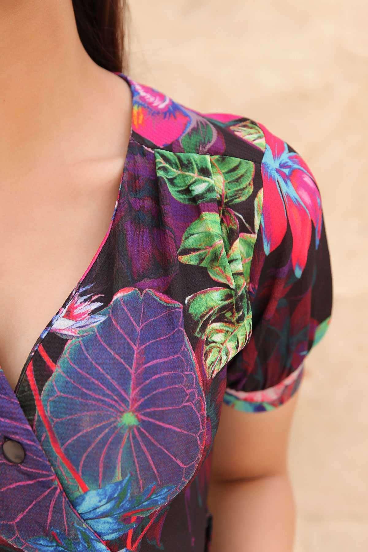 Önü Çarpraz Düğmeli Çiçek Desenli Kısa Kollu Elbise Siyah