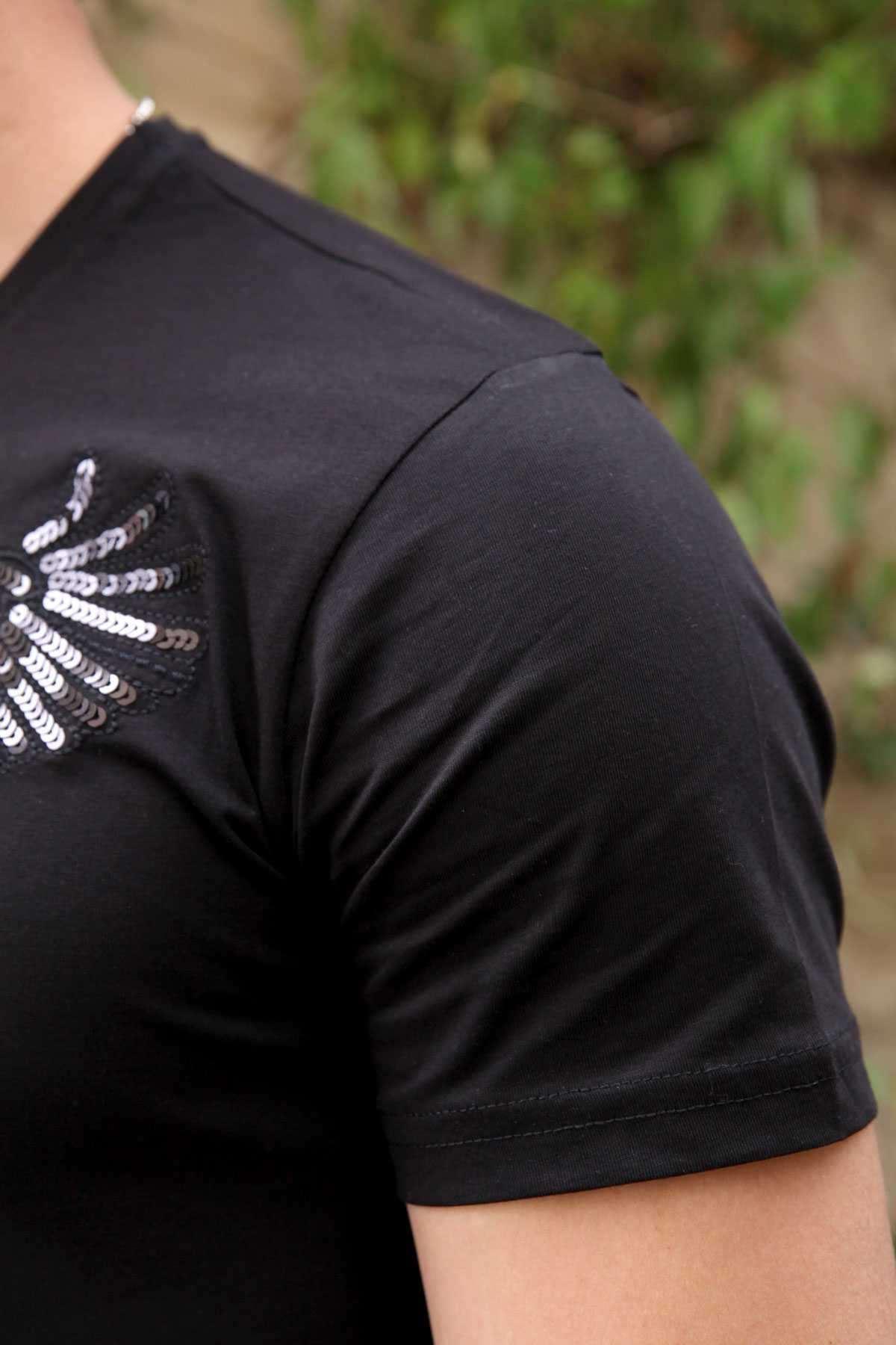 Önü Pullu Kartal Desenli Sıfır Yaka Slim Fit Tişört Siyah