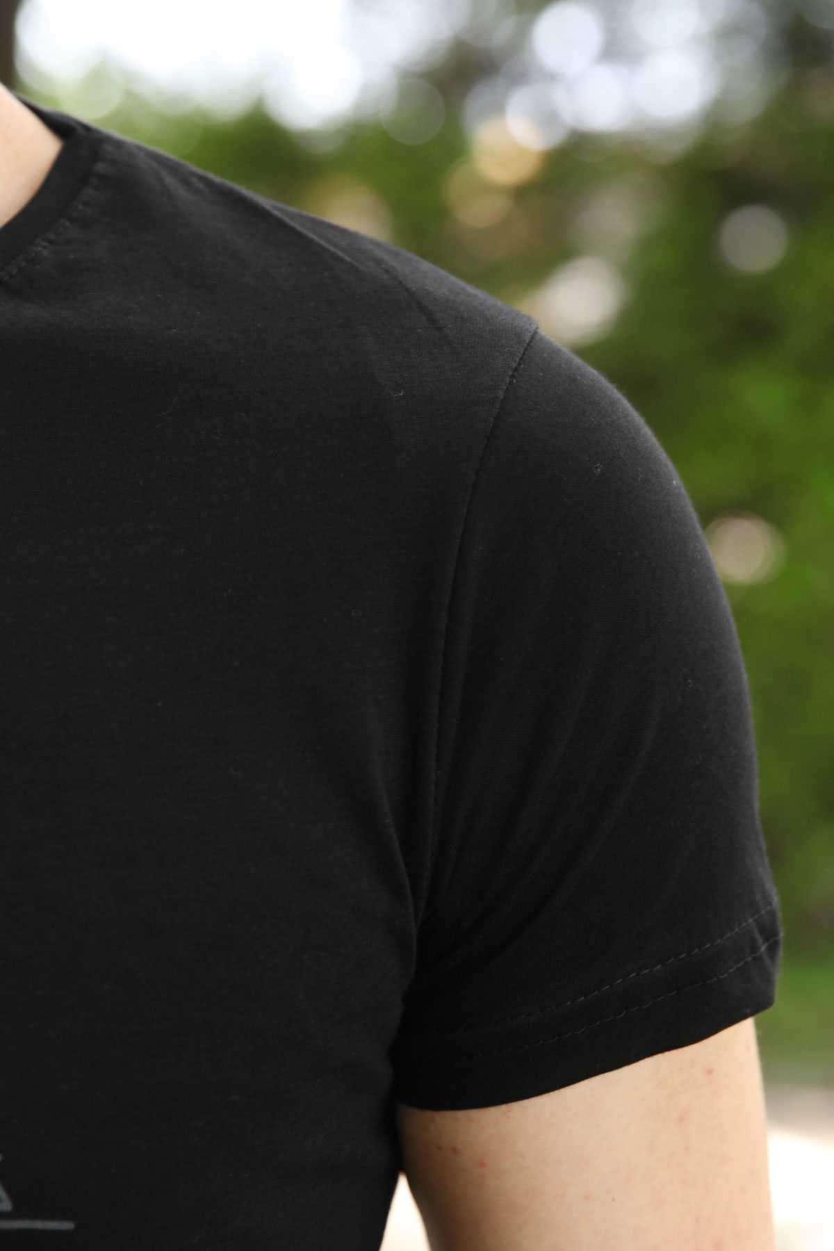 Önü Karmaşık Desenli Sıfır Yaka Slim Fit Tişört Siyah