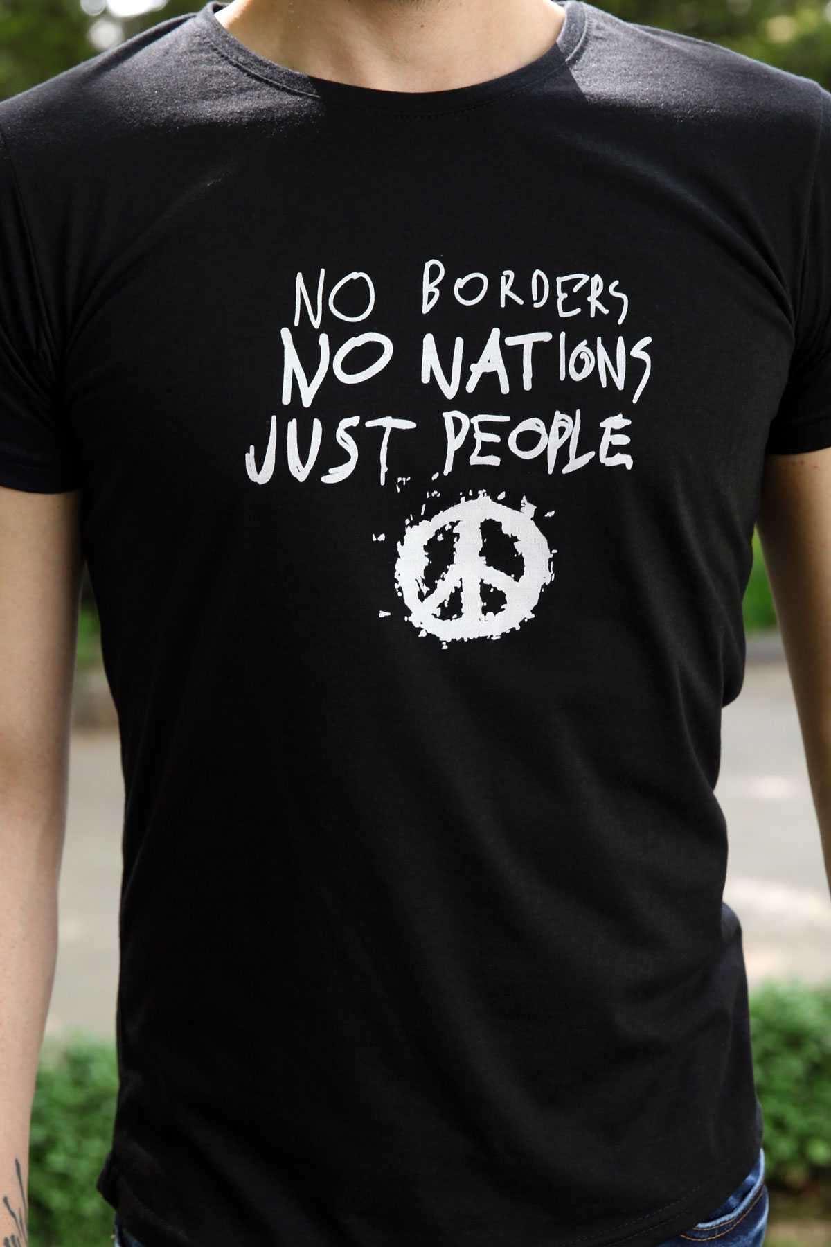 Önü No Borders Yazı Baskılı Sıfır Yaka Tişört Siyah