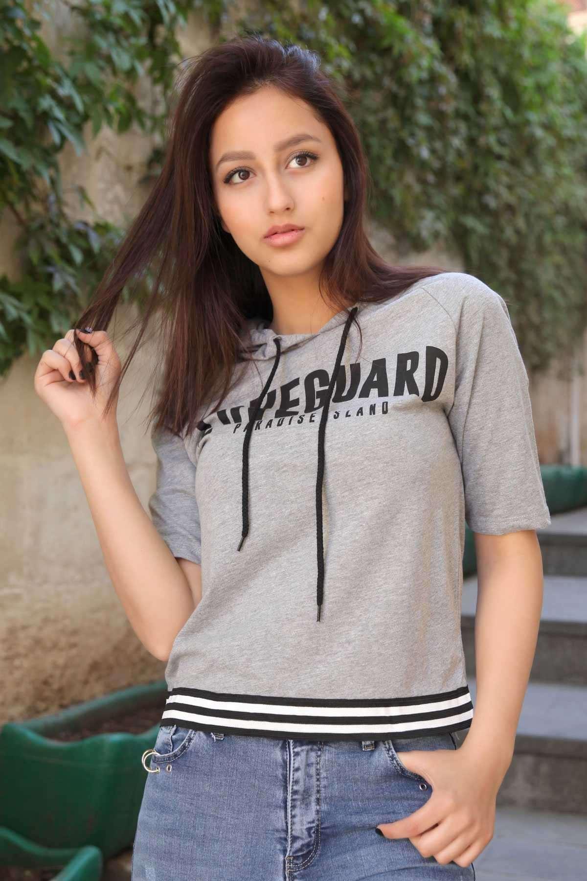 Önü Loveguard Yazılı Kapşon Detaylı Eteği Şeritli Tişört Gri