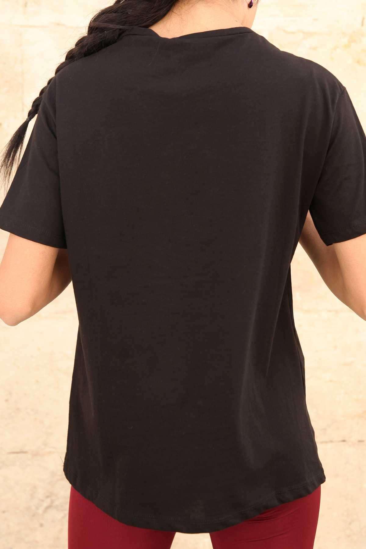 Önü Pullu Kabartma You Yazı Detaylı Simit Yaka Tişört Siyah
