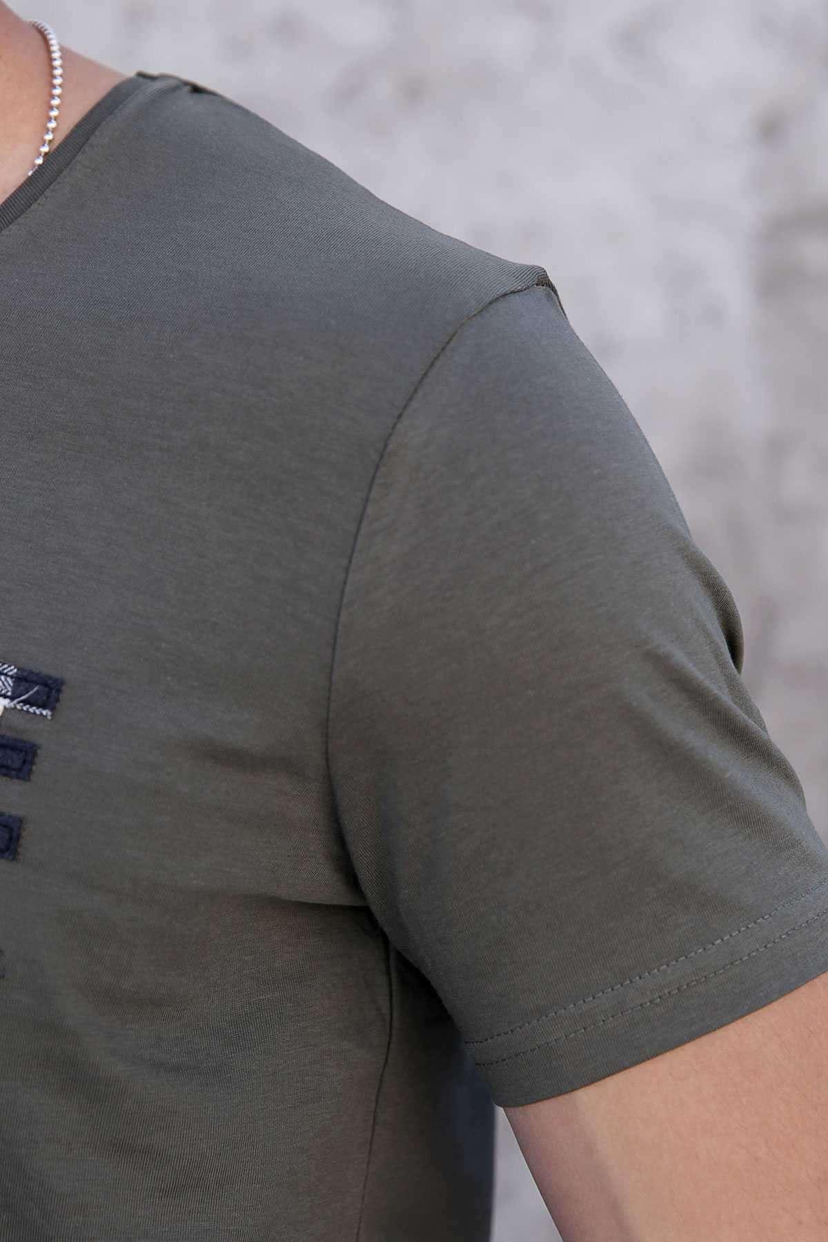 Önü Kabartma Avantgarde Yazılı Slim Fit Tişört Haki