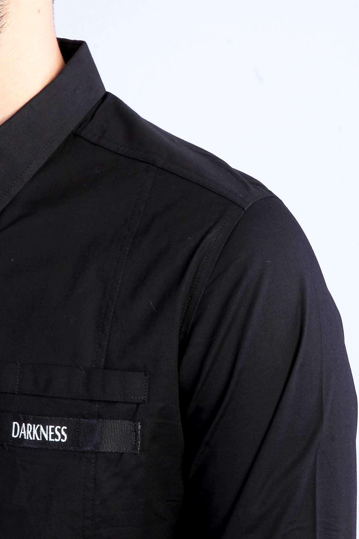 Önü Şeritli Darkness Yazılı Parlak Kumaş Slim Fit Gömlek Siyah