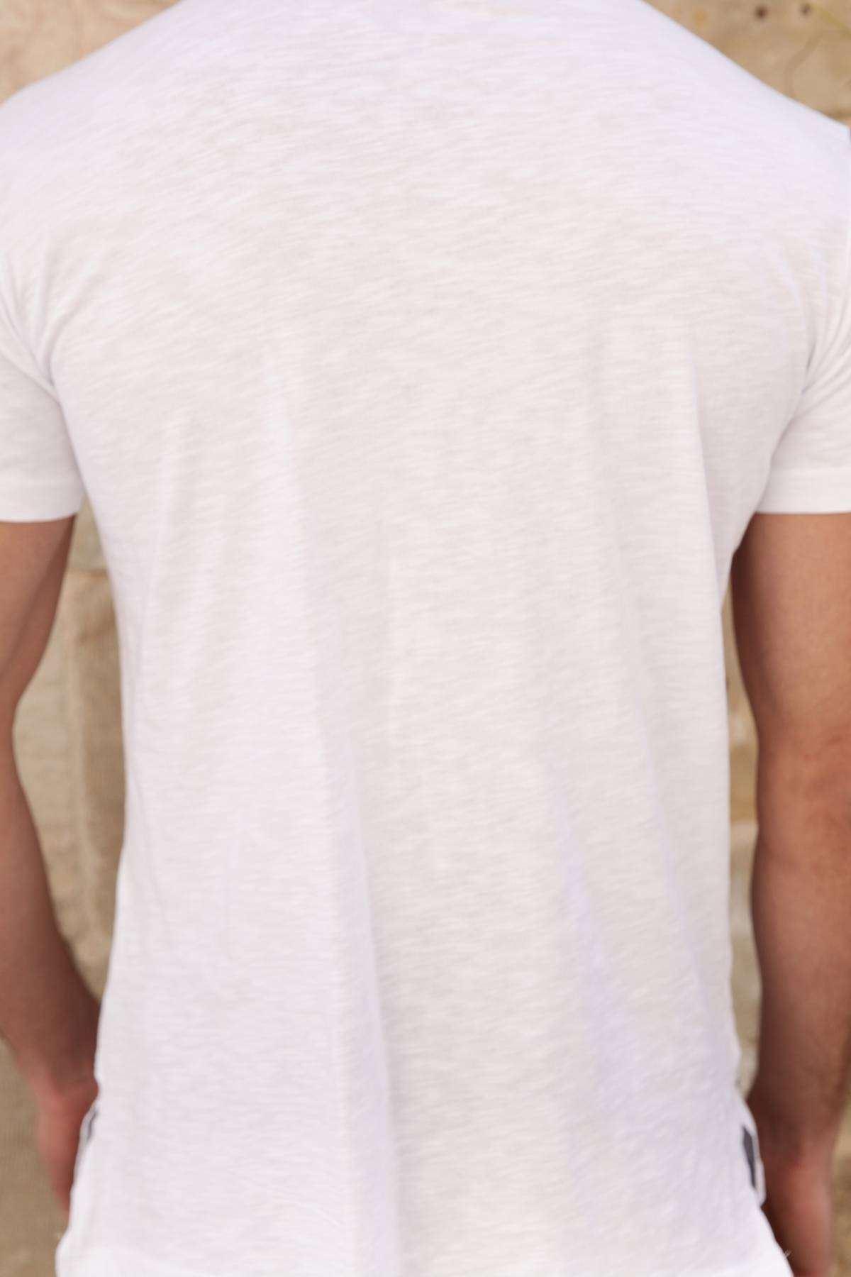Önü Sarkıtma Şeritli Yanları Yırtmaçlı Slim Fit Tişört Beyaz