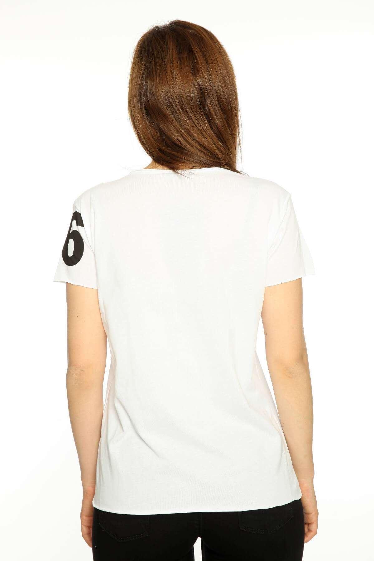 Önü Kot Yıldız Desenli V Yaka Tişört Beyaz