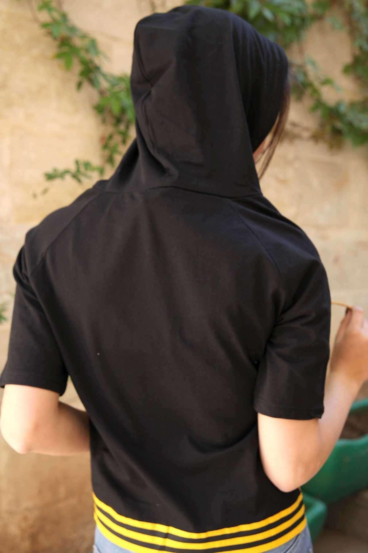 Önü Loveguard Yazılı Kapşon Detaylı Eteği Şeritli Tişört Siyah