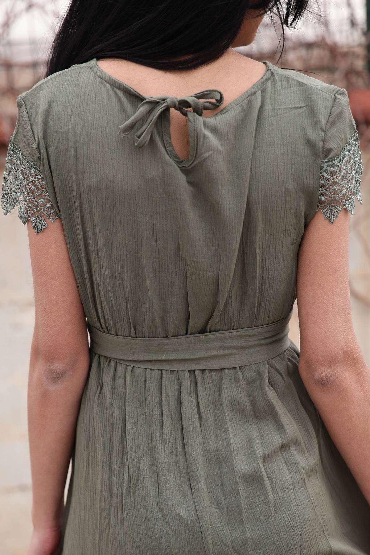 Önü Ve Eteği Dantelli Beli Büzmeli Kemer Detaylı Elbise Haki