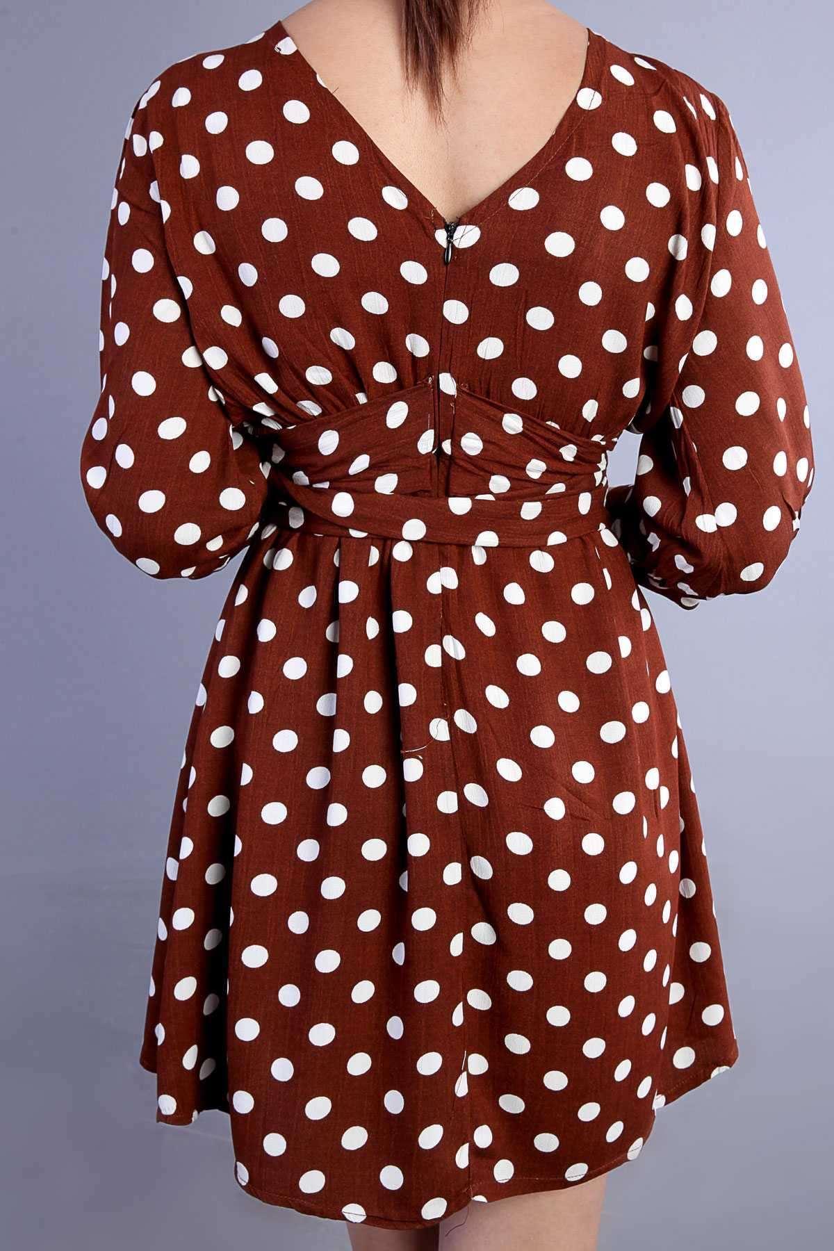 Puan Desenli Sırt V Yaka Detaylı Bağlamalı Mini Elbise Kahve