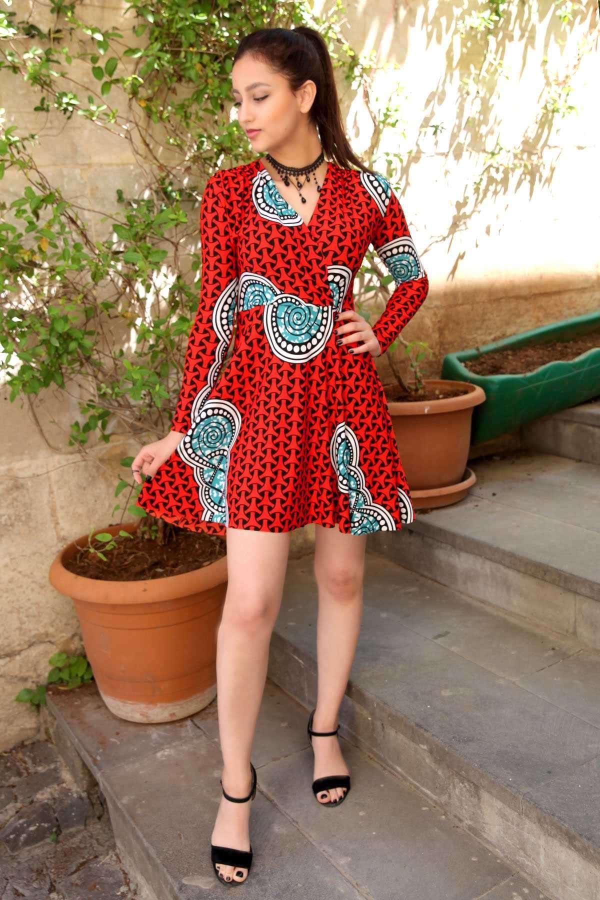 Puanlı Girdap Desenli Önü Çarpraz Detaylı Elbise Kırmızı-Siyah