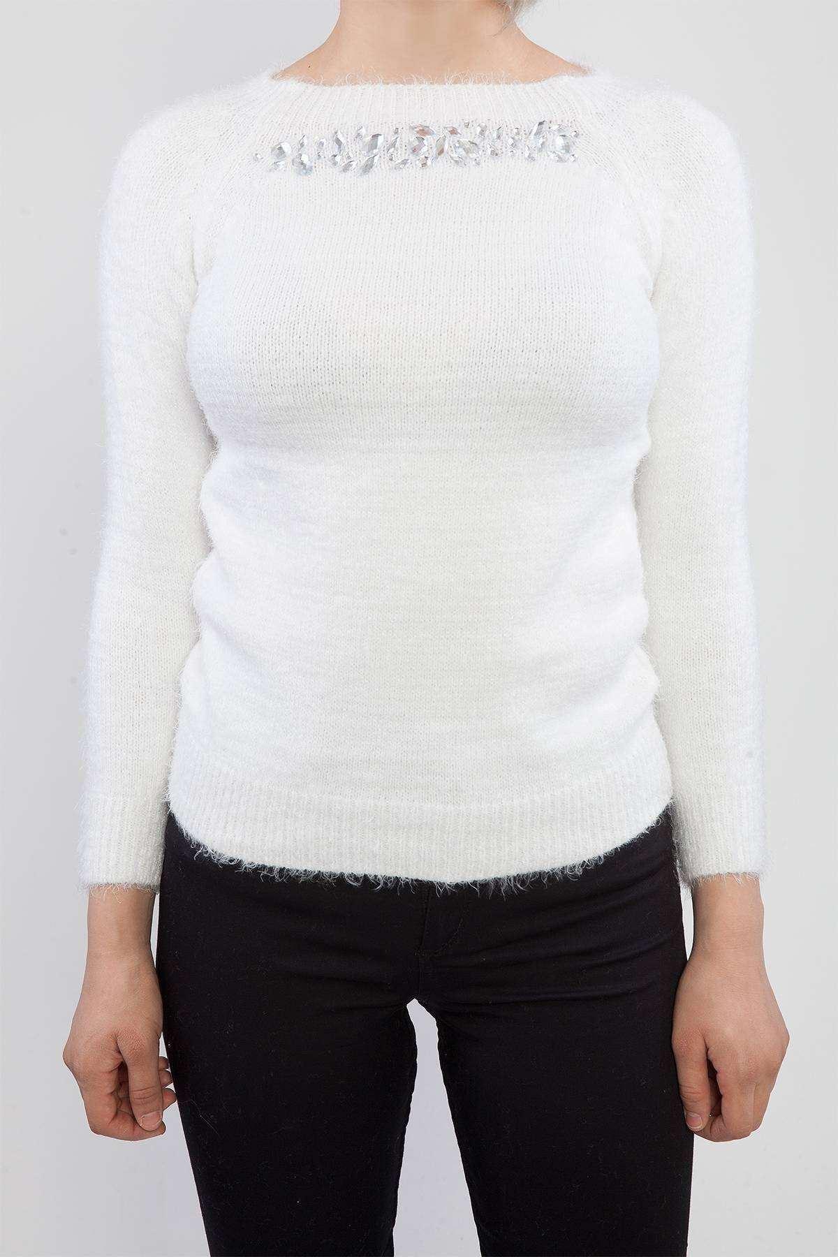 Sakallı  Yaka Taş Detaylı Triko Beyaz