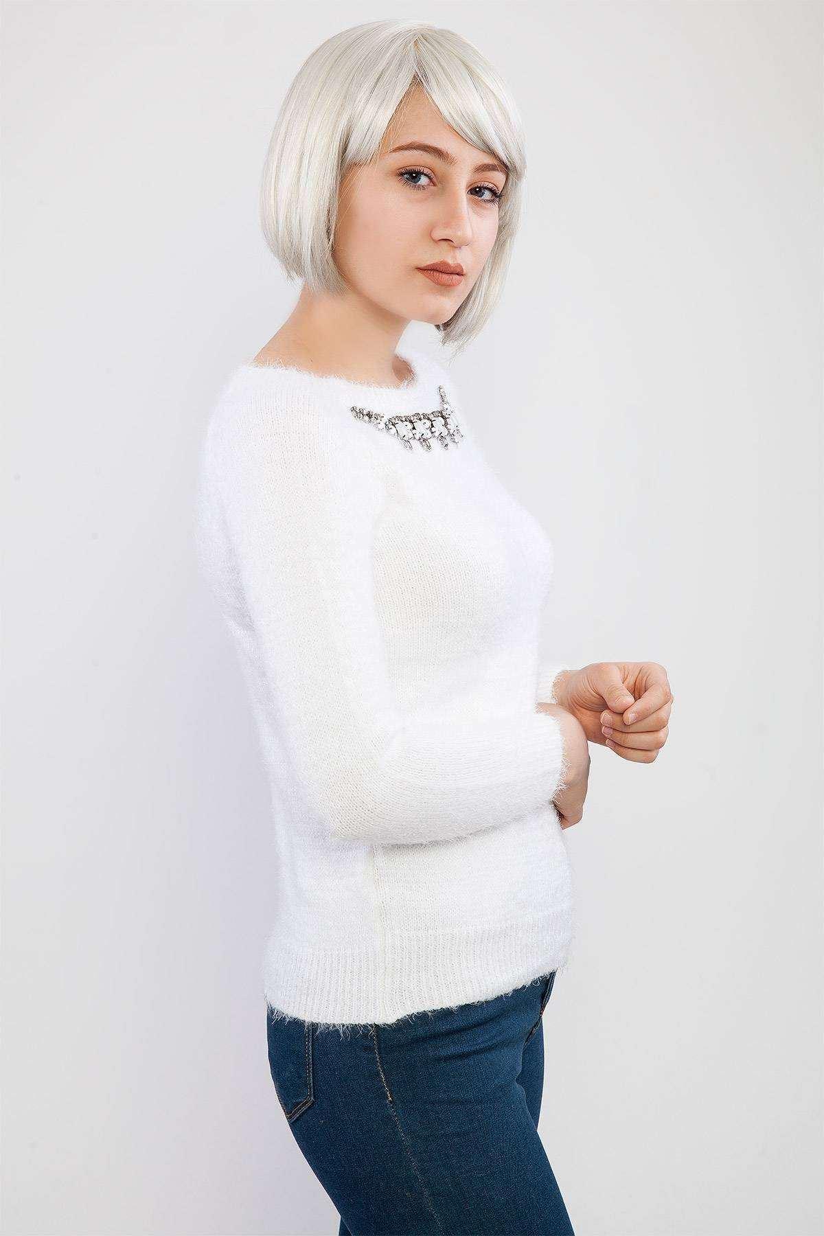 Sakallı Yaka Aksesuar Detaylı Triko Beyaz