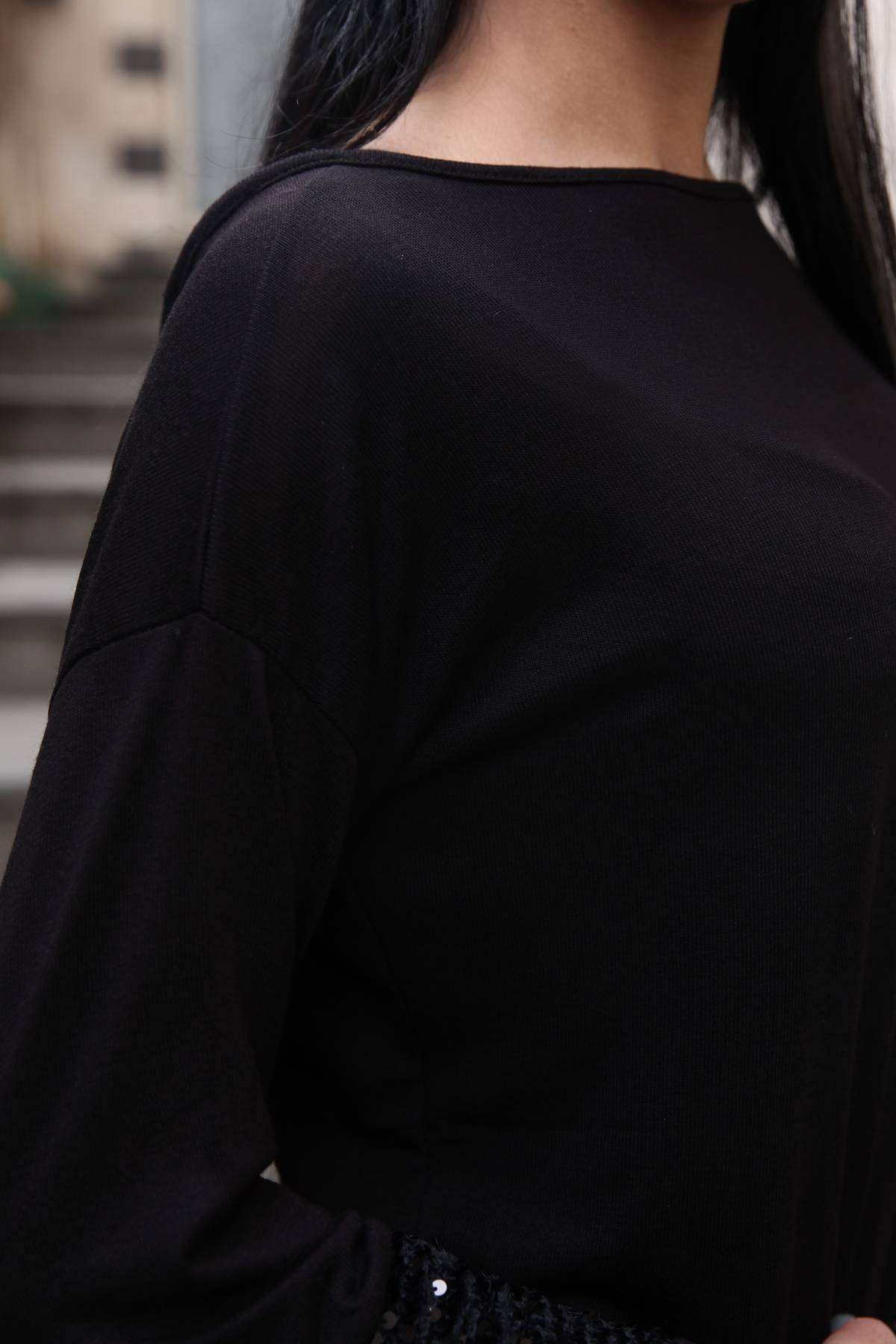 Sırtı Çarpraz Sırtı Ve Kolları Pul Detaylı Bluz Siyah