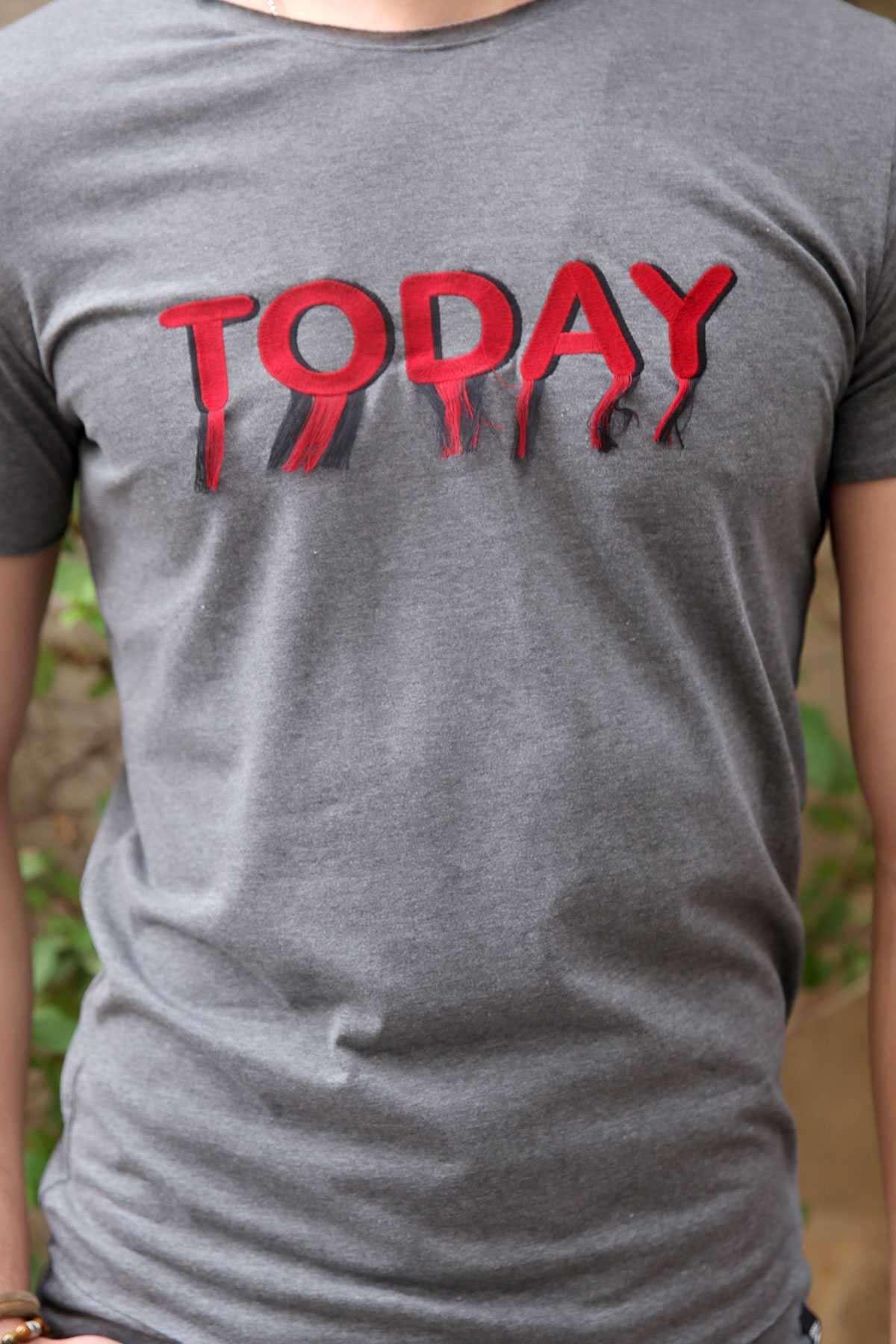 Today Yazılı Püsküllü Sıfır Yaka Tişört Antrasit