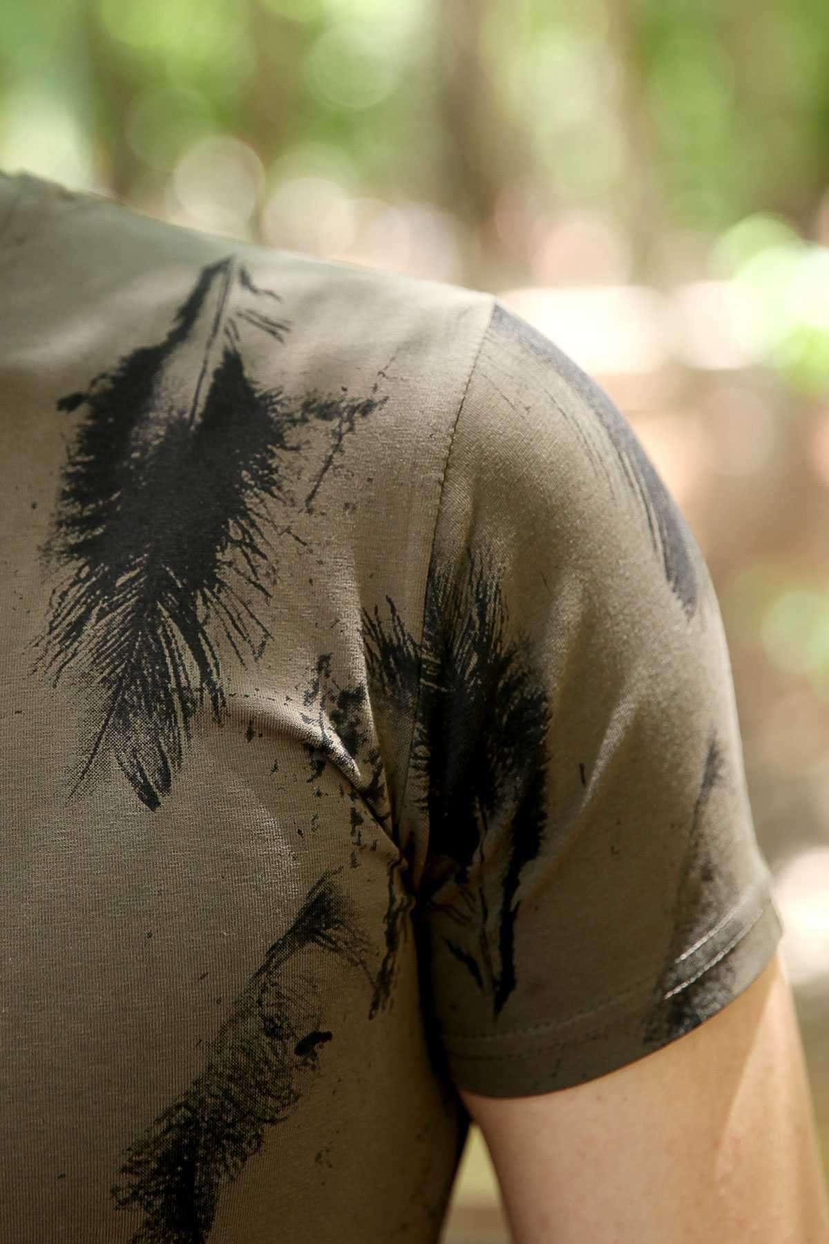 Tüy Baskılı Sıfır Yaka Slim Fit Tişört Haki