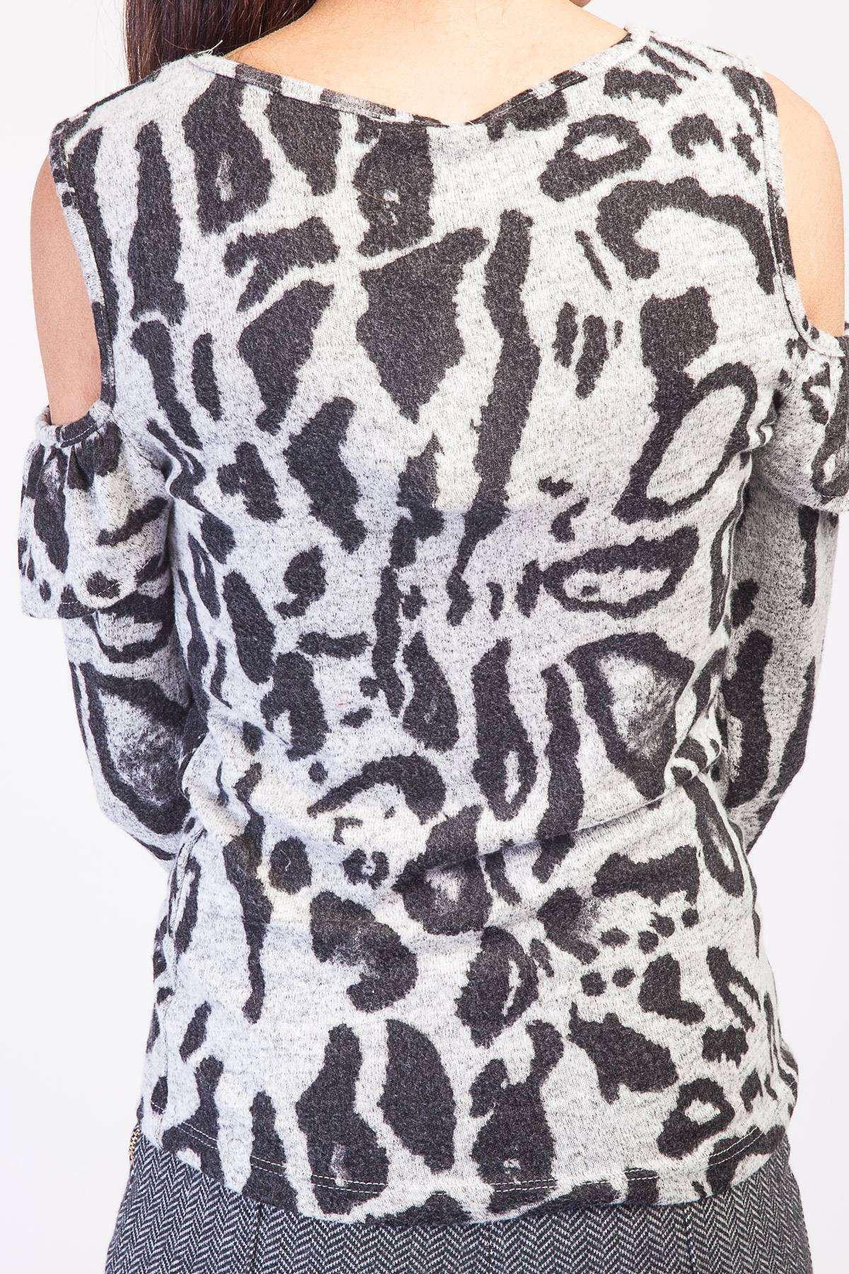 Üst Fırfırlı Omuz Dekolte Detaylı Leopar Desen Bluz Gri-Siyah