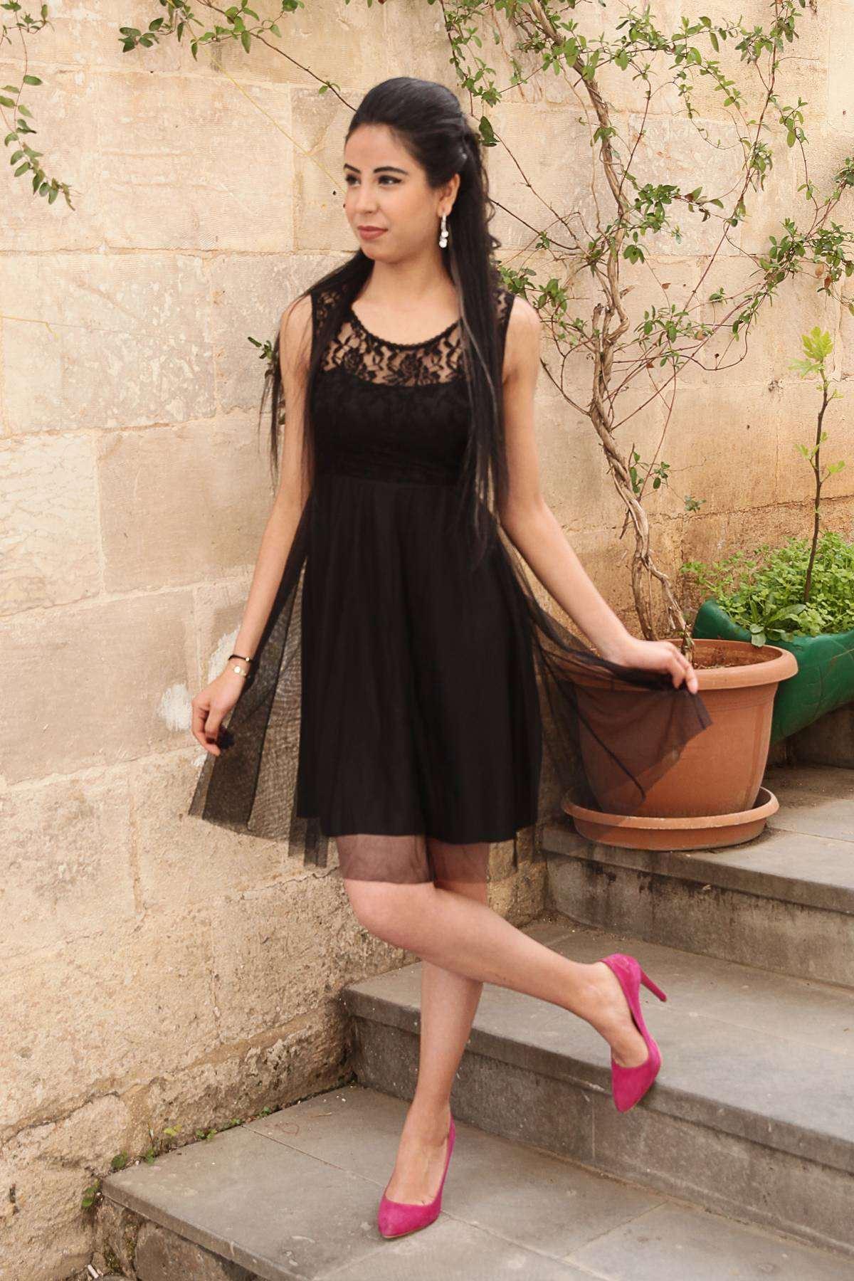 Üst Dantel İşleme Alt Pileli Omuz Askılı Kısa Elbise Siyah
