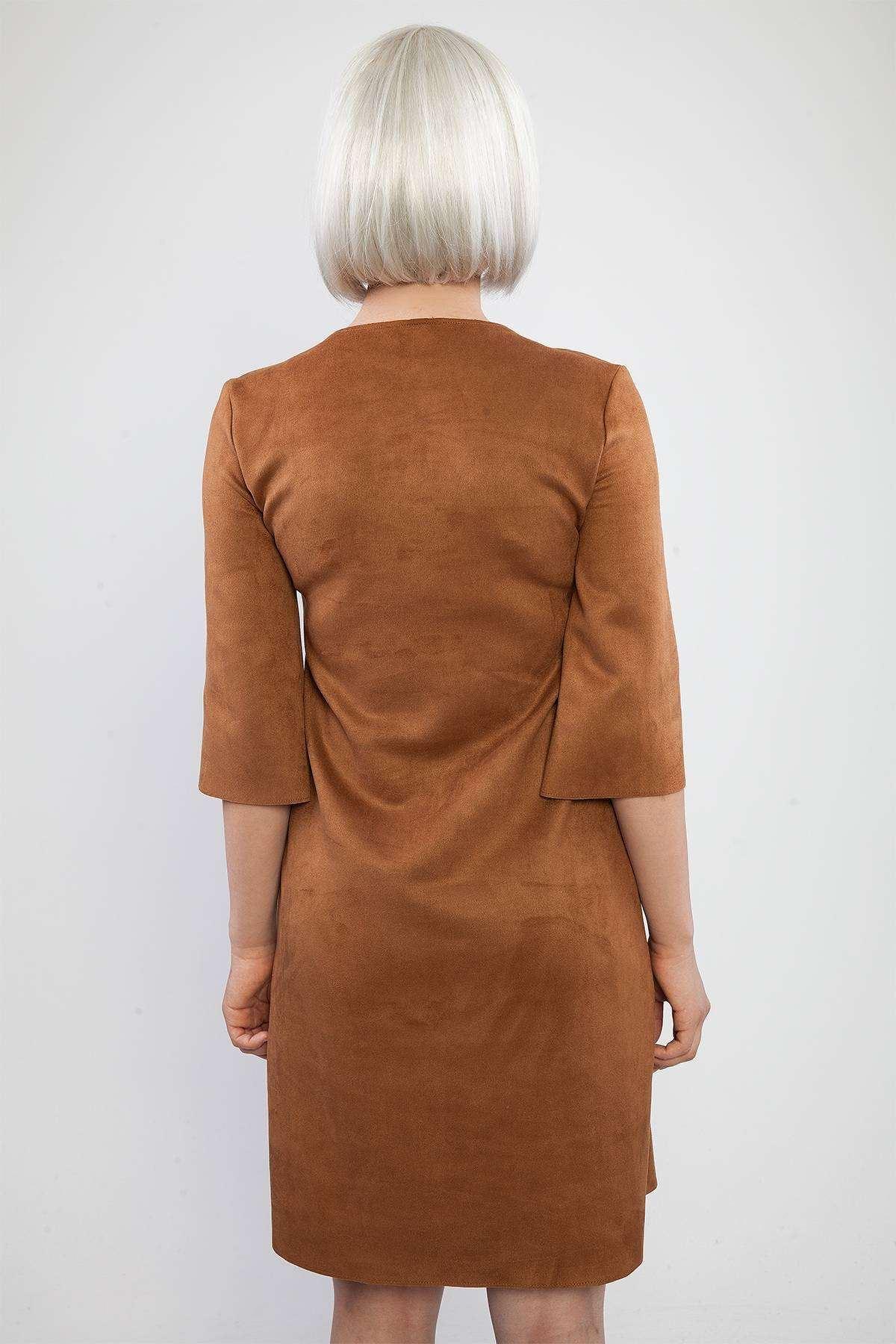 Yaka Aksesuar Detaylı Süet Elbise Taba