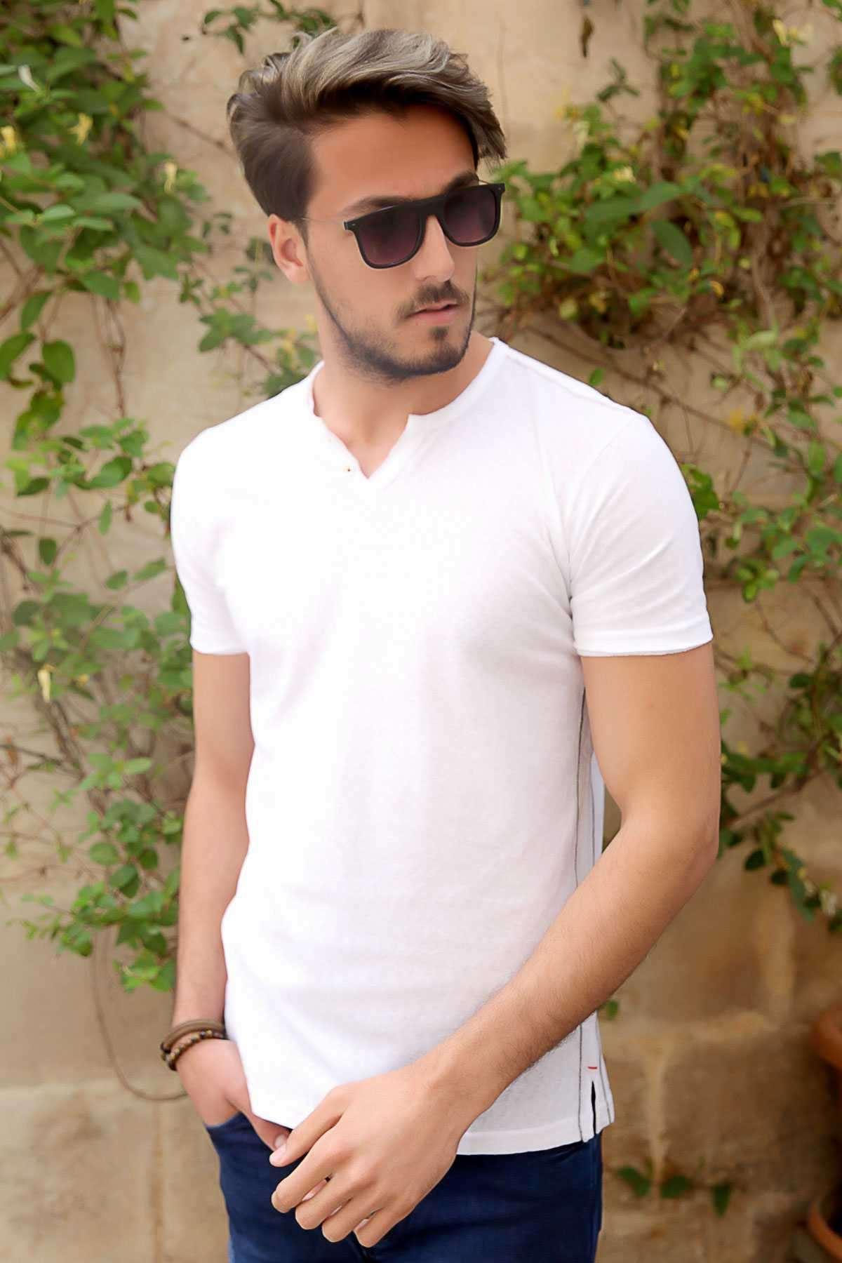 Yaka Çift Düğmeli Yanları İnce Şeritli Slim Fit Tişört Beyaz