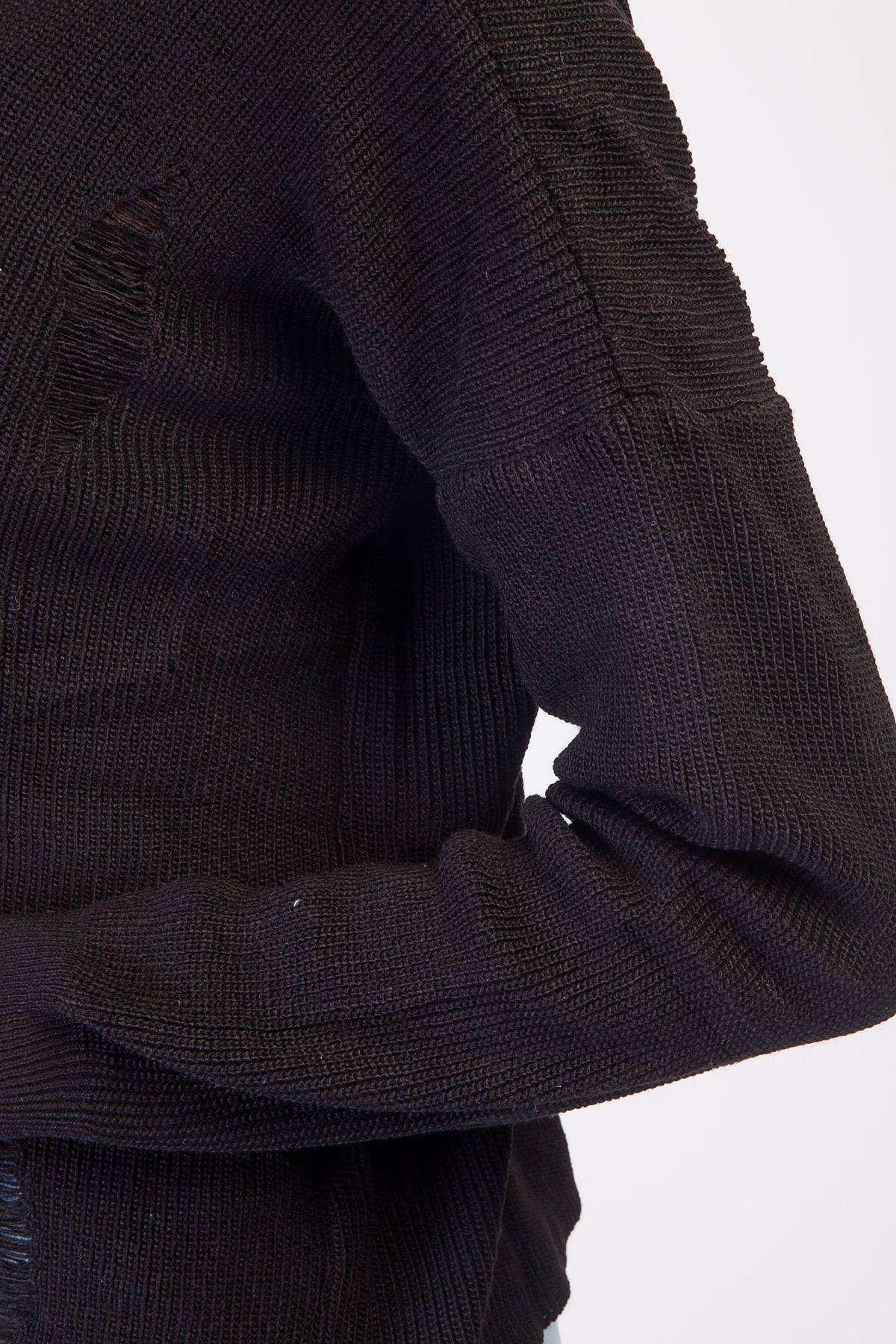 Yaka Dekolte Detaylı Yırtıklı Triko Siyah