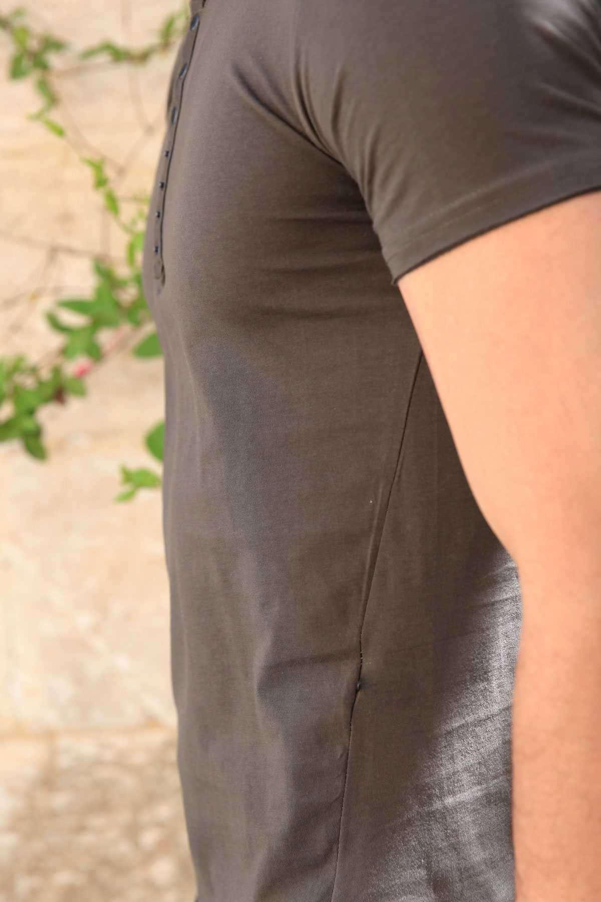 Yakası Çıtçıtlı Önü Kısa Arkası Uzun Pis Yaka Tişört Haki