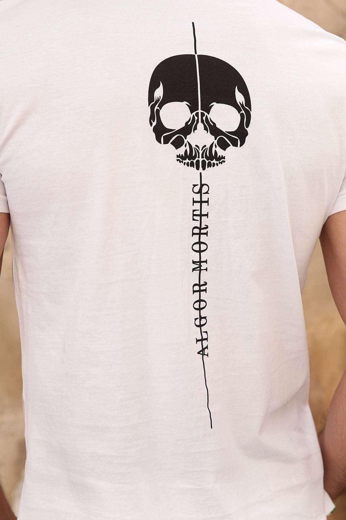 Yaka Kenarı Yazılı Sırt Kuru Kafa Desenli Tişört Beyaz