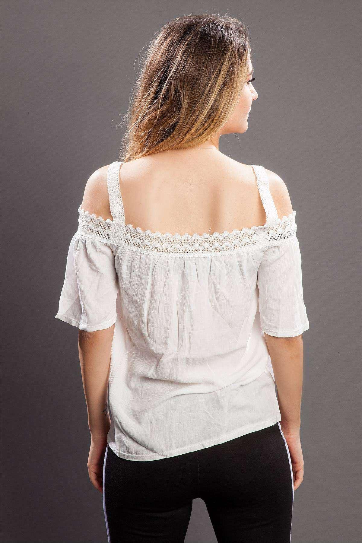 Yakası Dantel Detaylı Bluz Beyaz