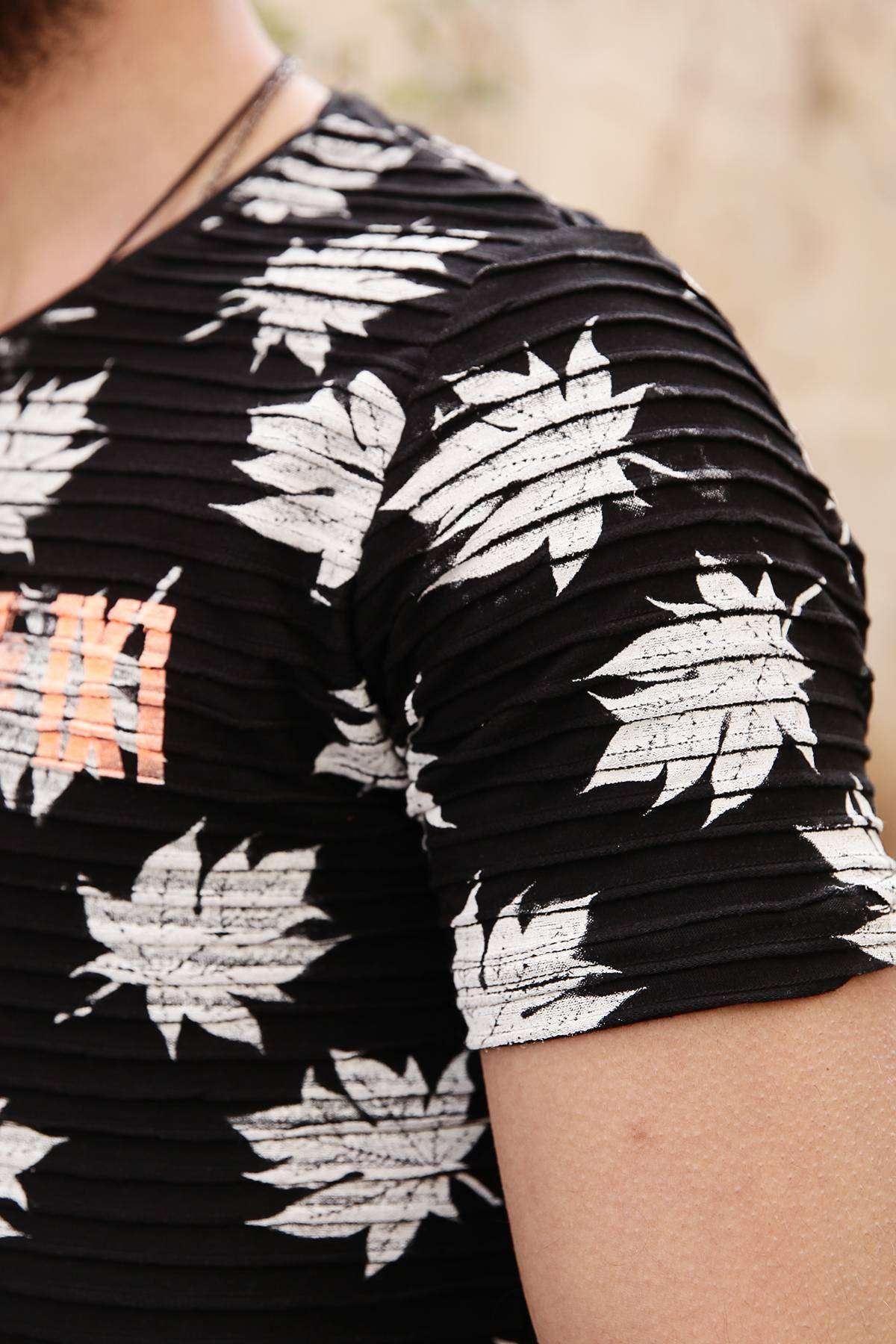 Yaprak Baskılı Enine Fitilli Slim Fit Tişört Siyah
