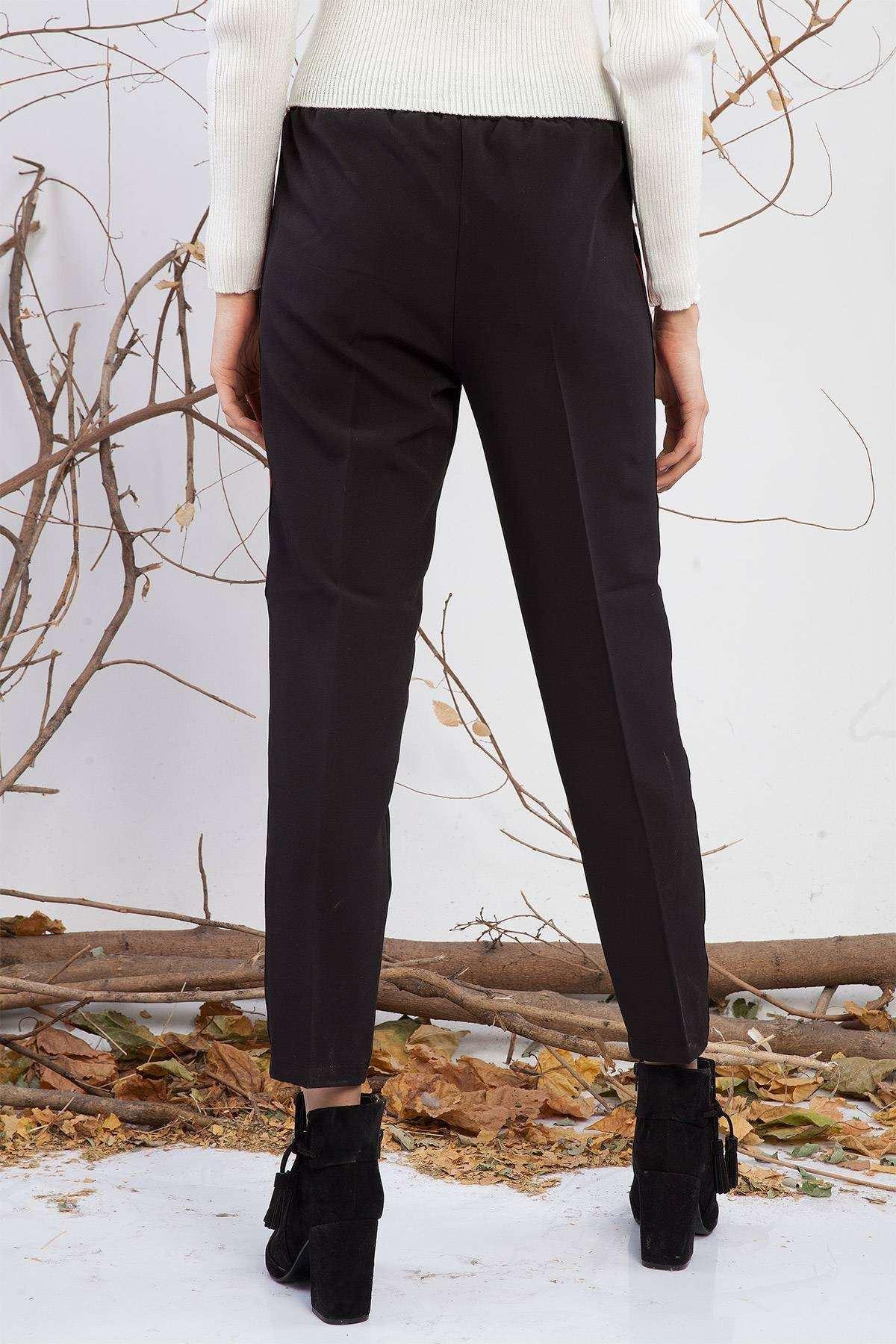 Yanları Kırmızı Şeritli Havuç Pantolon Siyah