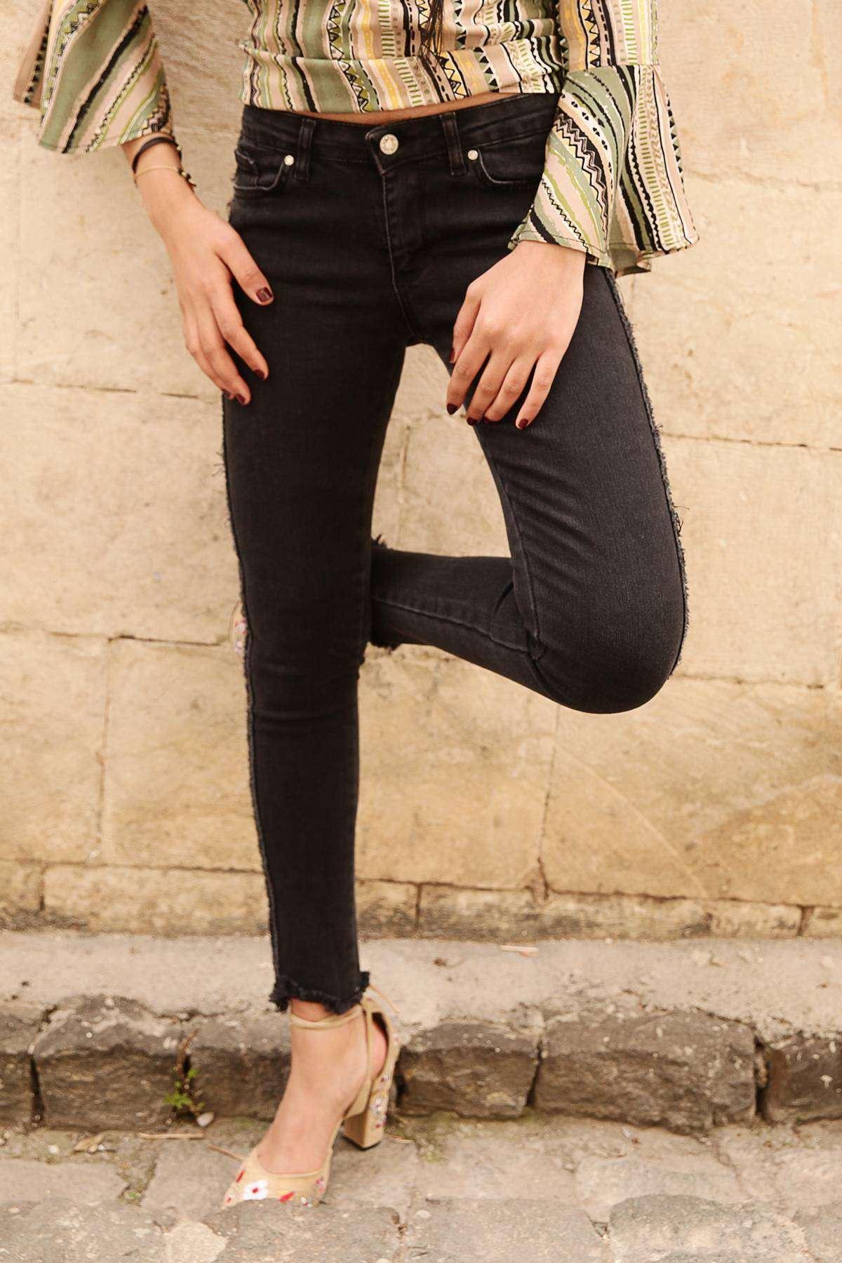 Yanları Detaylı Kirli Paçalı Kot Pantolon Siyah